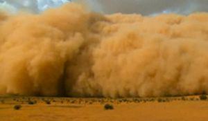 Den massive sandstormen skal ha strukket seg over hele horisonten.
