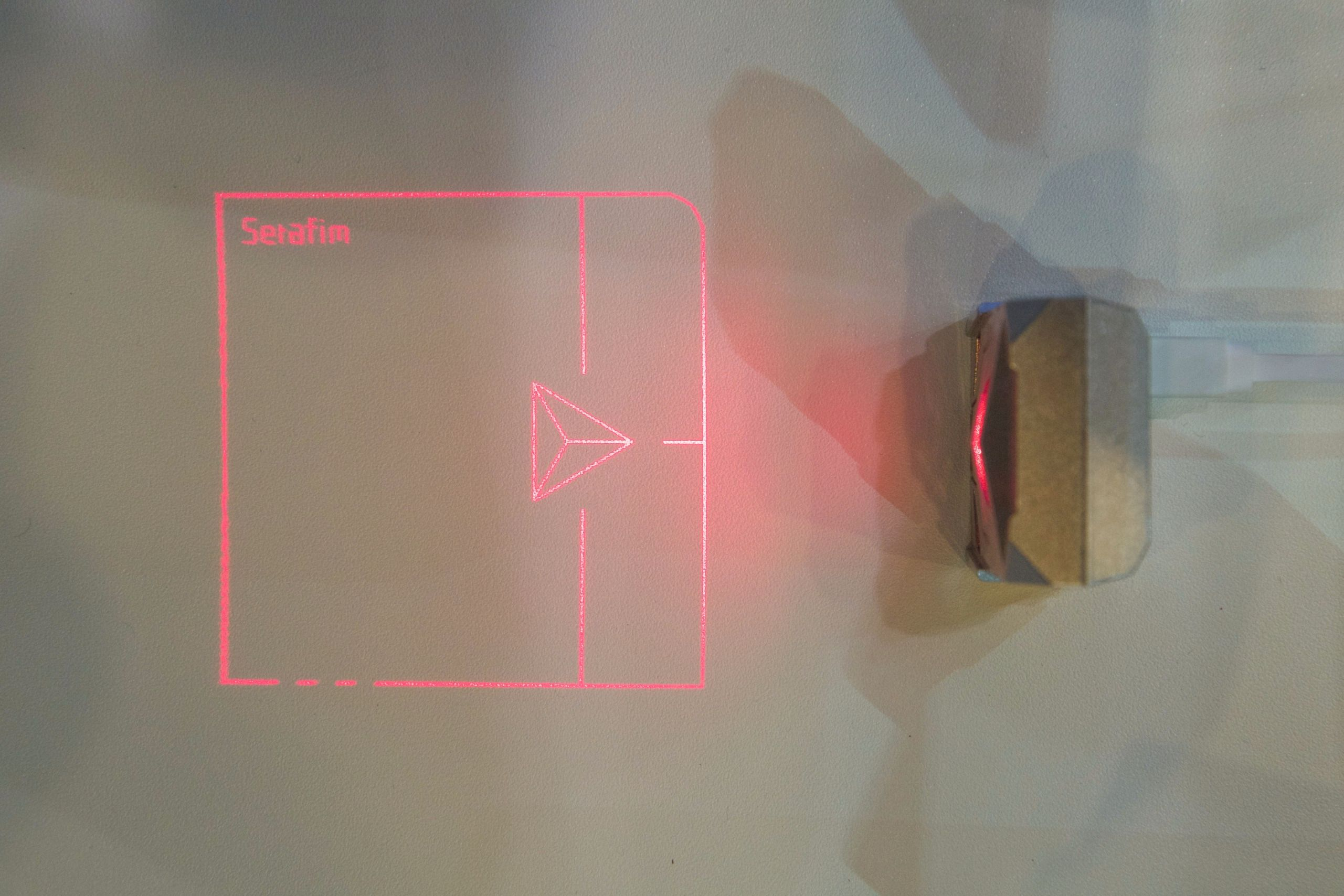 Laserpekeplaten sett ovenfra. Foto: Kurt Lekanger, Tek.no
