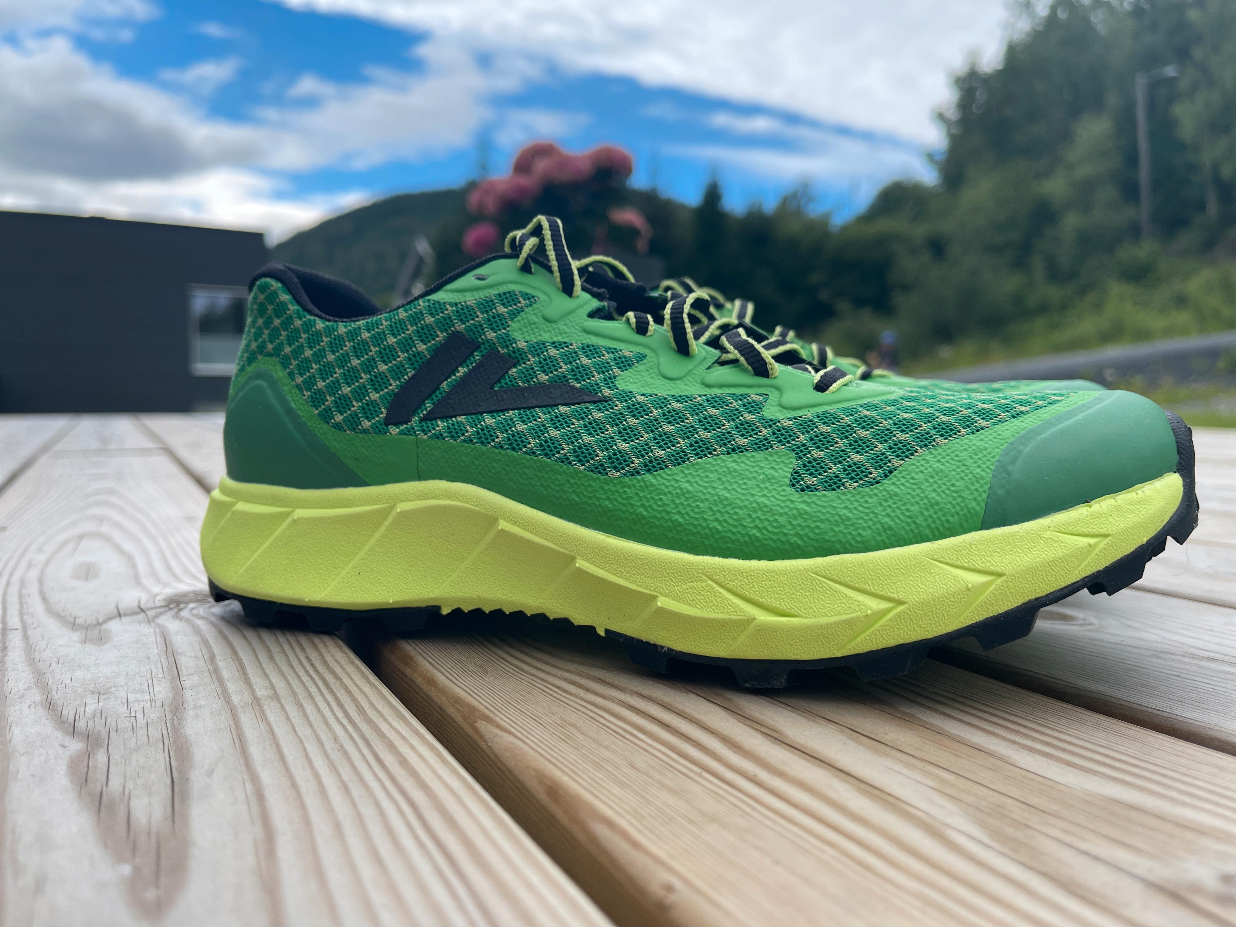 GRØNT OG SKJØNT: Skoene er utvilsomt freshe å se på. I terrenget går de i ett, og de leverer bra også!