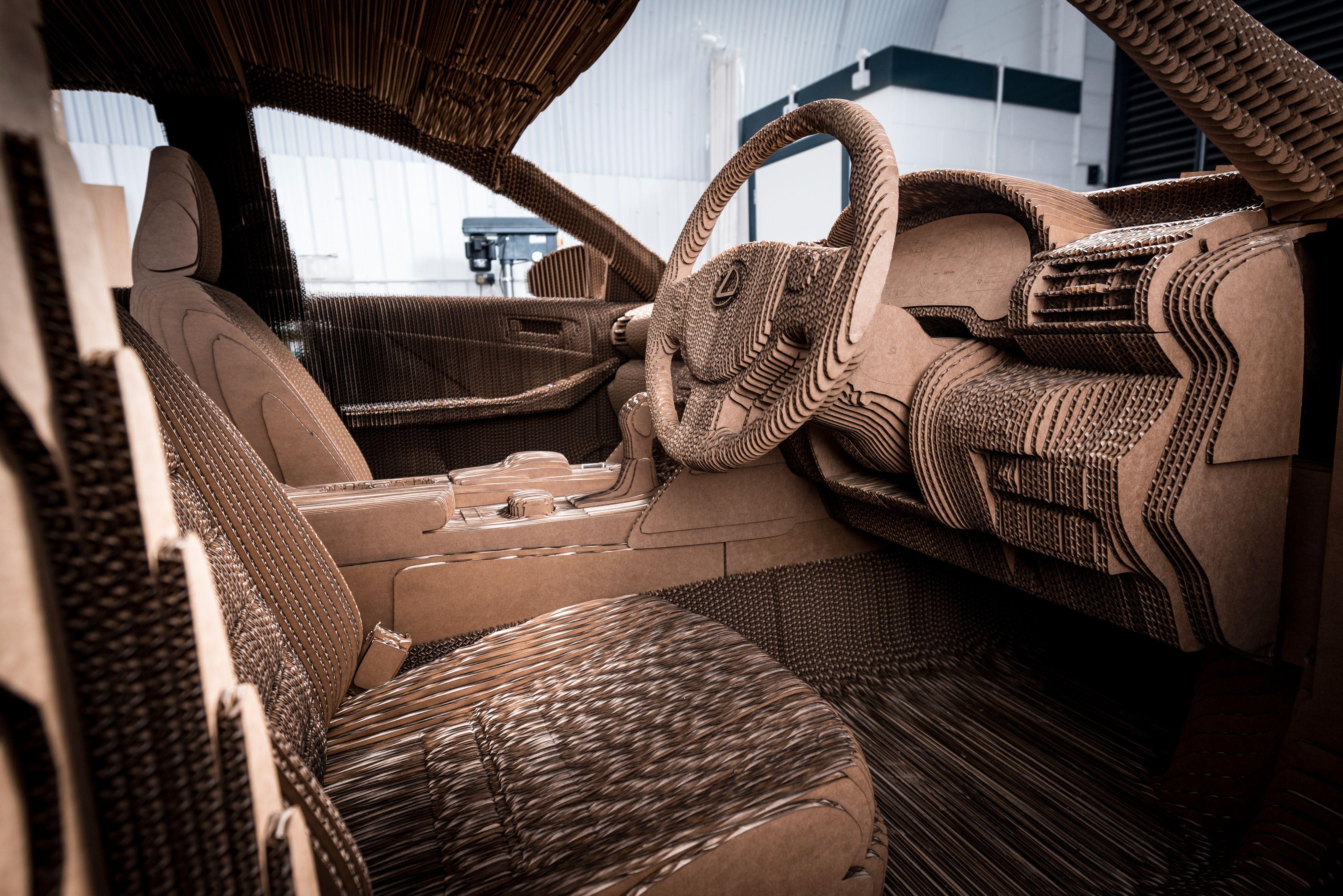 Også interiøret er laget av papp. Foto: Lexus