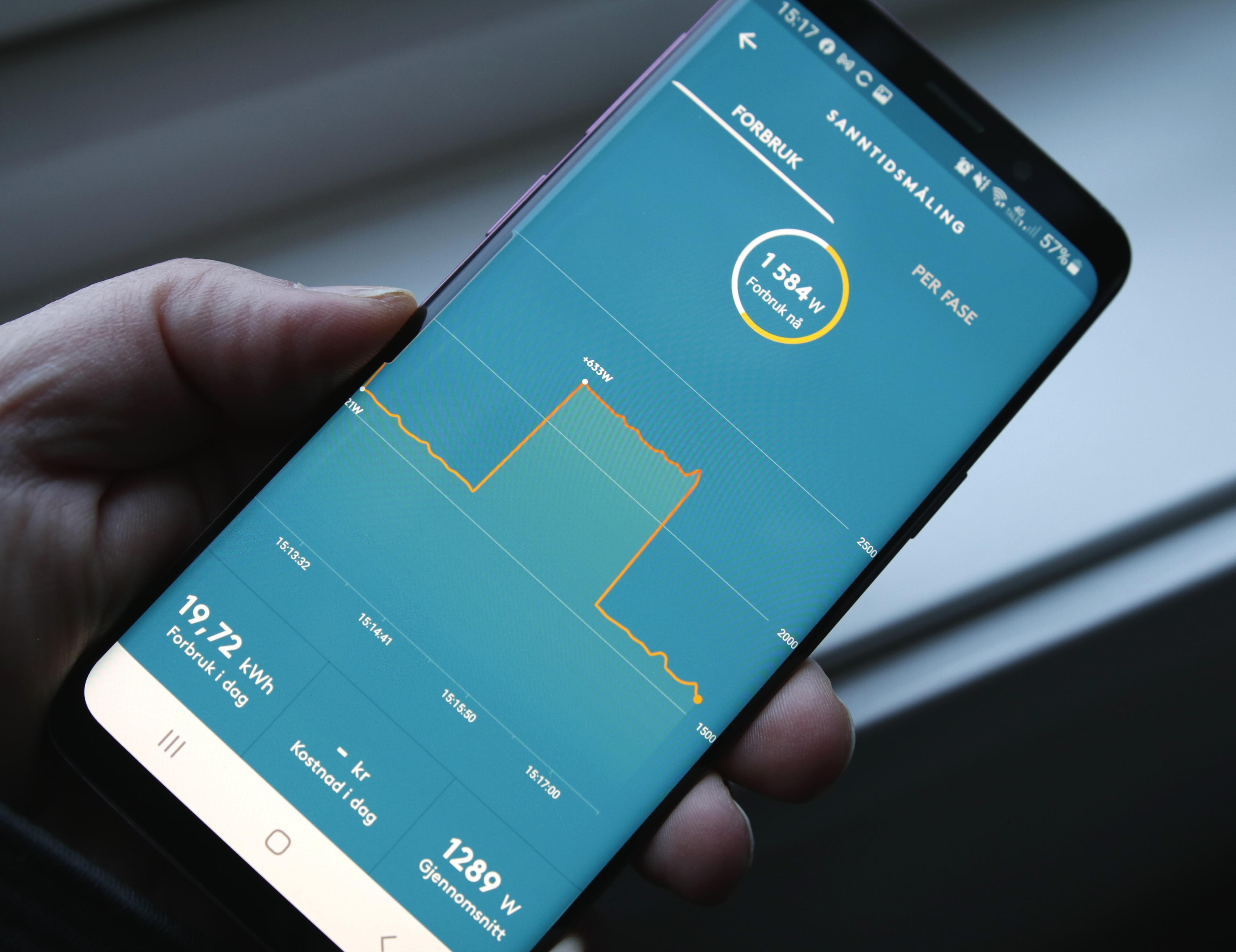 Med Pulse på plass kan Tibber-appen fortelle om dagens strømforbruk og hvor mye strøm som brukes akkurat nå. Sistnevnte tegnes opp med høydekurver som viser hvor mye forbruket varierer. Men vil du vite hvor mye dette er i kroner og øre, må du være Tibber-kunde.