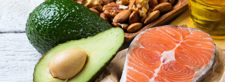 Boosta med omega-rik mat, som lax och avokado.