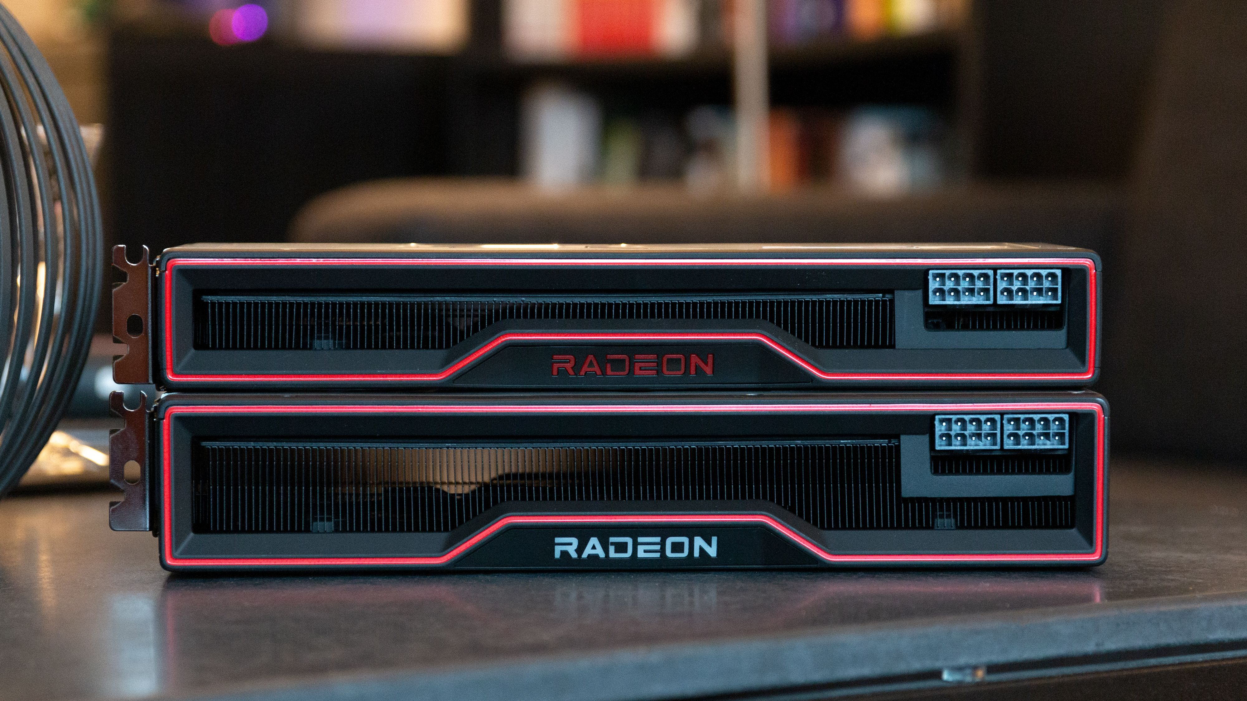 Radeon RX 6800 XT med sitt tykkere 2,5-spor-design nederst.