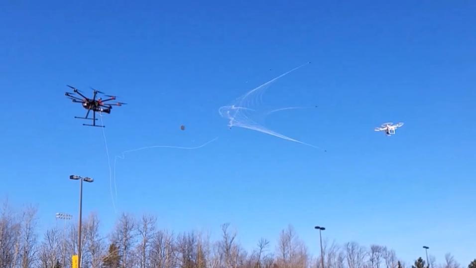 Det jobbes med flere løsninger for å stoppe droner som flyr der de ikke skal. Dette er en av de tøffeste vi har sett.