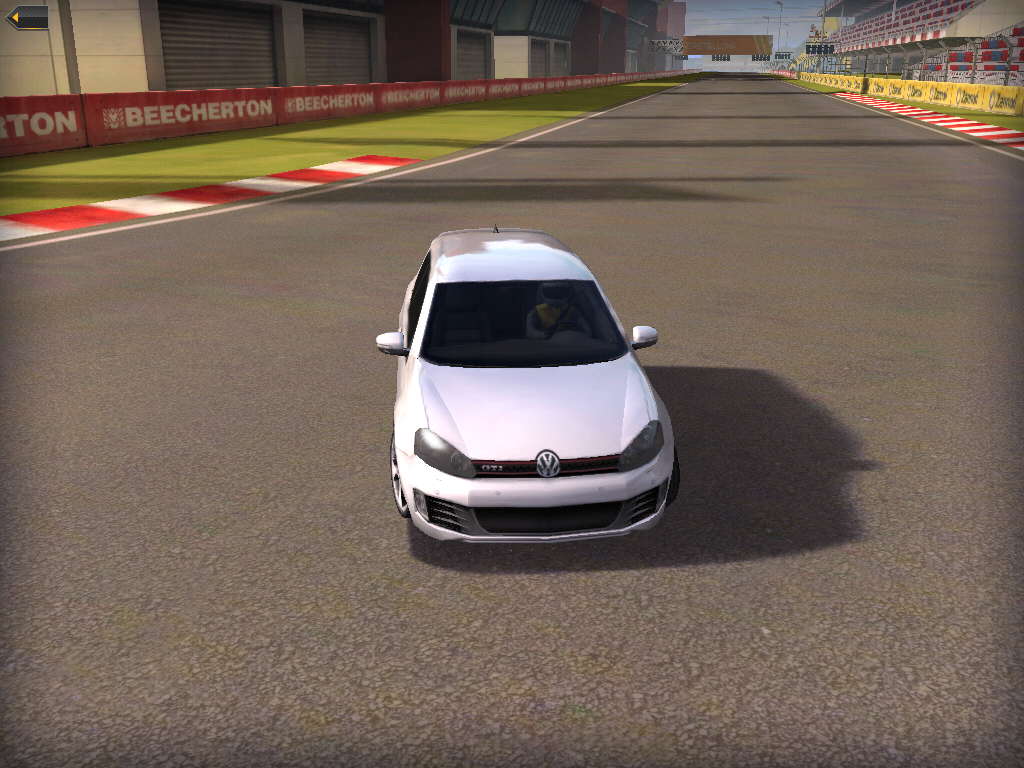 Real Racing er litt mer kantete på den første iPad-en. Forskjellen er likevel ikke enorm.