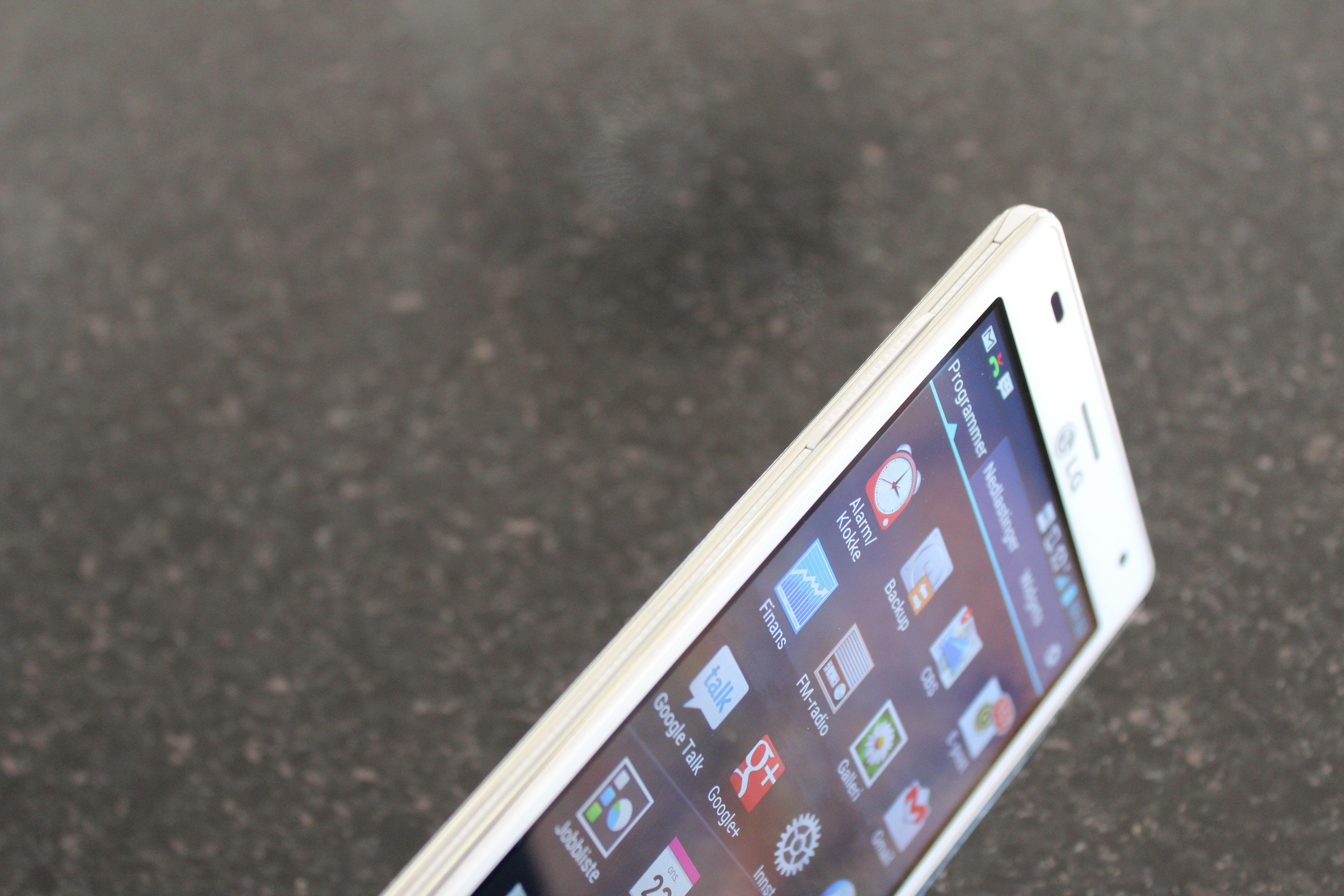 Optimus 4X HD er 8,9 mm tynn, mens konkurrenten Galaxy S III er på 8,6 mm.