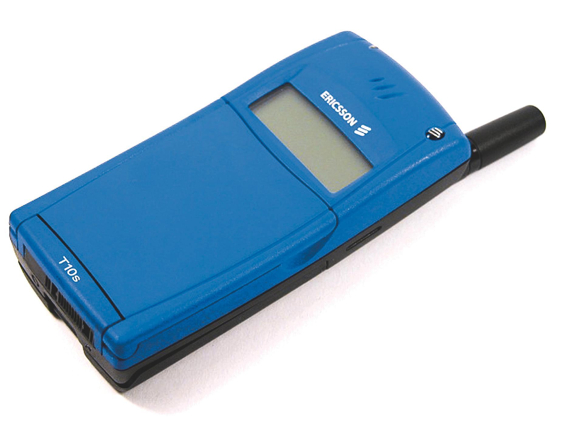 Ericsson T10 minnet en del om eldre modeller som SH 688, og designen ble gjerne kalt Volvo-design på grunn av de enkle og kantete formene. Men T10 hadde lokk over tastene, og kom i sort, blå eller rød utførelse.