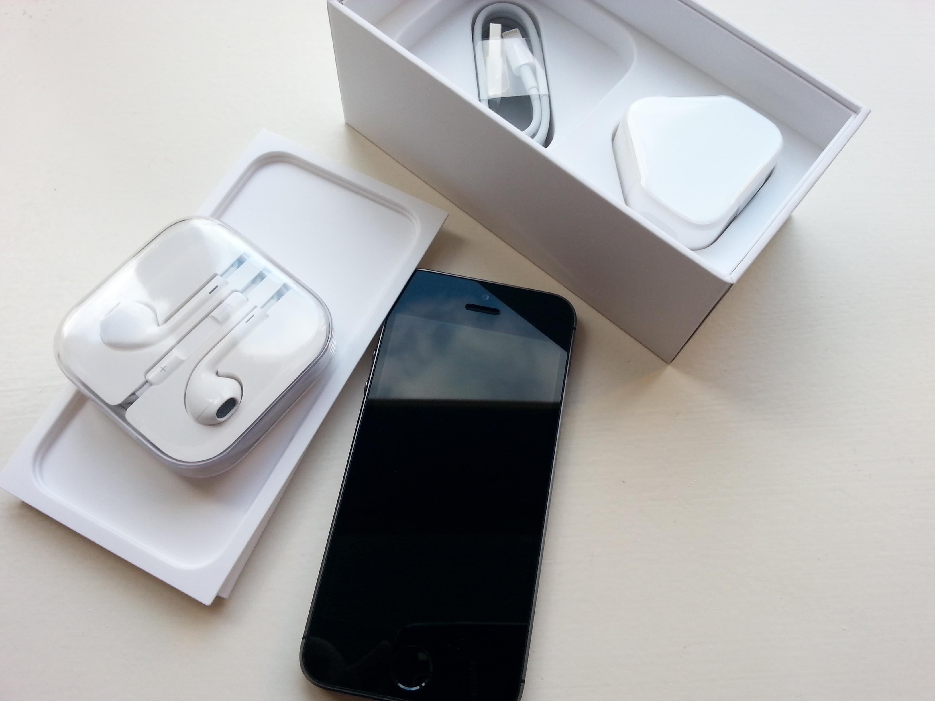 Husk å sjekke hva mobilen koster som ny akkurat nå. Da kan du tenke deg fram til hvor mye du burde prute på mobilen du vurderer å kjøpe. Foto: Ida Oftebro, Tek.no