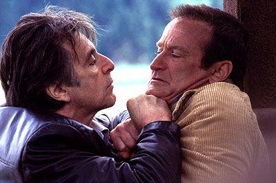 """Al Pacino jakter på en morder og Robin Williams kommer snart i søkelyset i thrilleren """"Insomnia""""."""