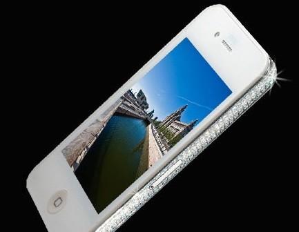 For kun 20 000 dollar kan man kjøpe seg en Iphone 4 med diamanter langs sidene.