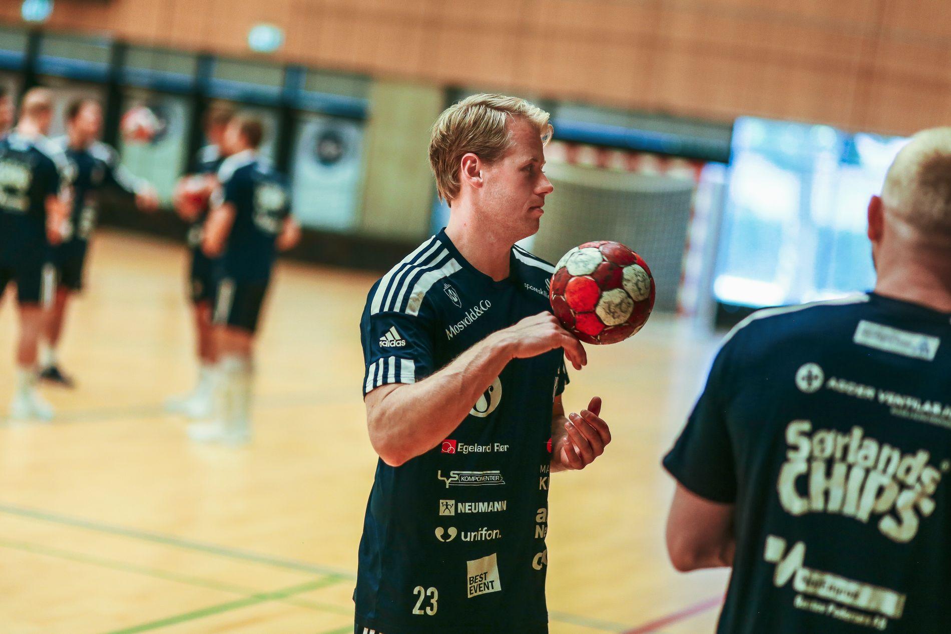 Sebastian Schultz Hansen i aksjon på trening.