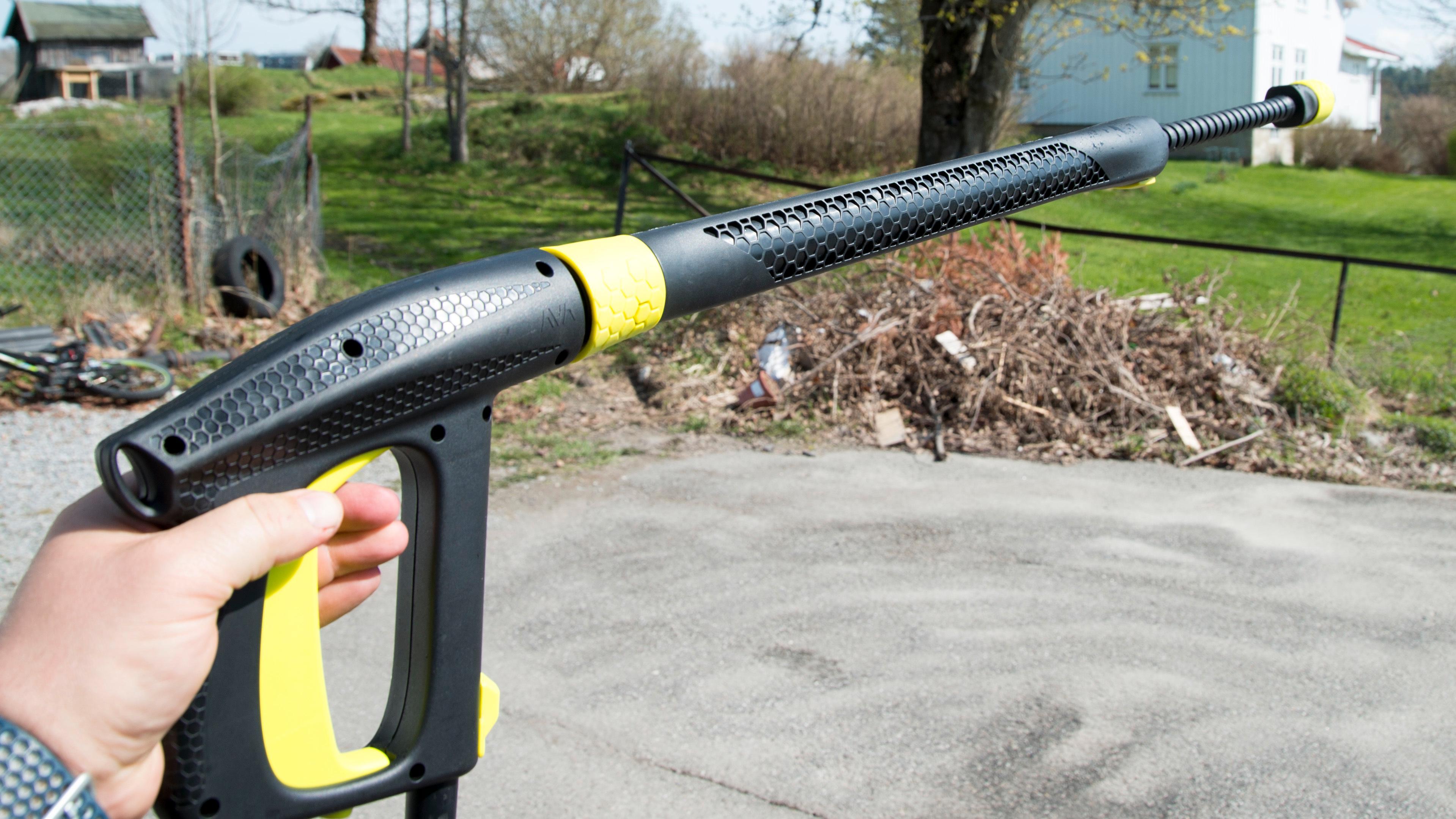 Lansen kan trekkes ut ved hjelp av et enkelt grep.