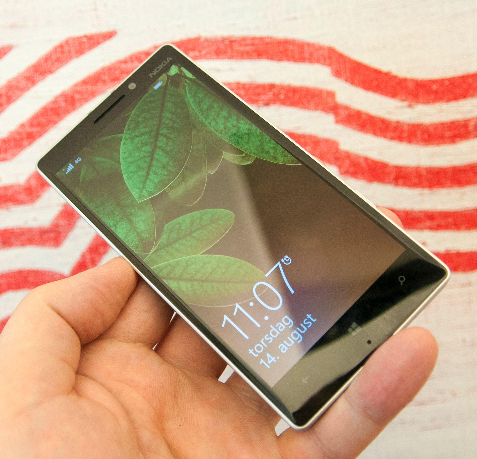 Lumia 930 er en av telefonene som får Denim-oppdateringen i løpet av de nærmeste par månedene.Foto: Finn Jarle Kvalheim, Amobil.no