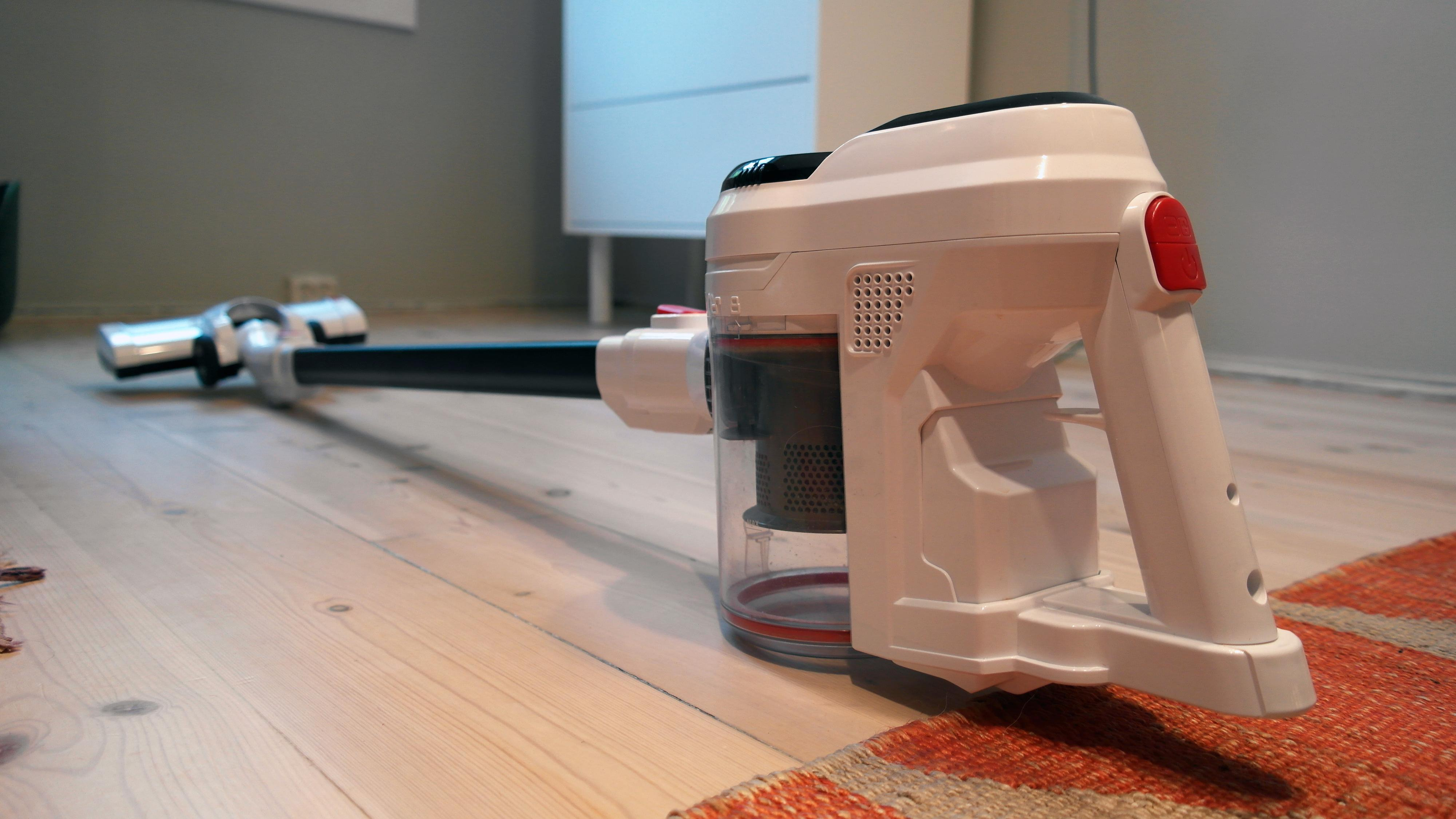 Kan du få en god håndholdt støvsuger for 800 kroner? Vi tester