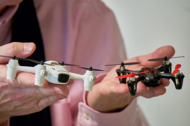 Begge Hubsan-dronene er relativt små, men i de beskjedne kroppene lurer store krefter.