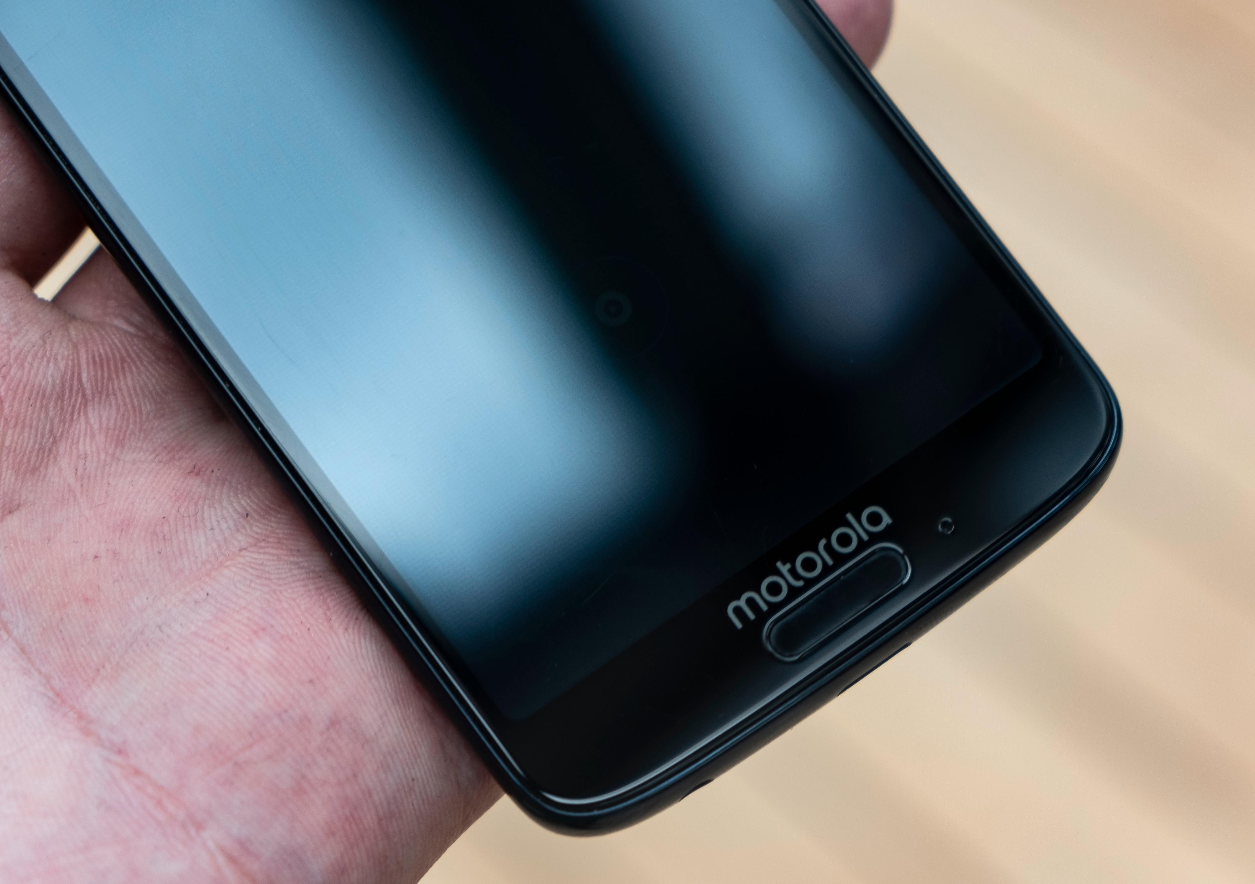 Fingerleseren i Moto G6 har en altfor omfattende jobb. Det burde være mulig å bruke den til menynavigering, men med færre funksjoner aktivert.