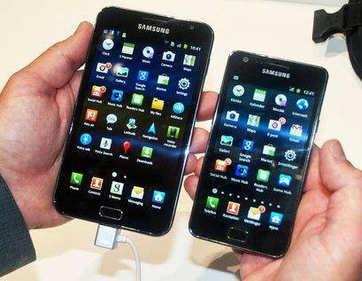 Galaxy Note (til venstre) sammenliknet med Galaxy S II.