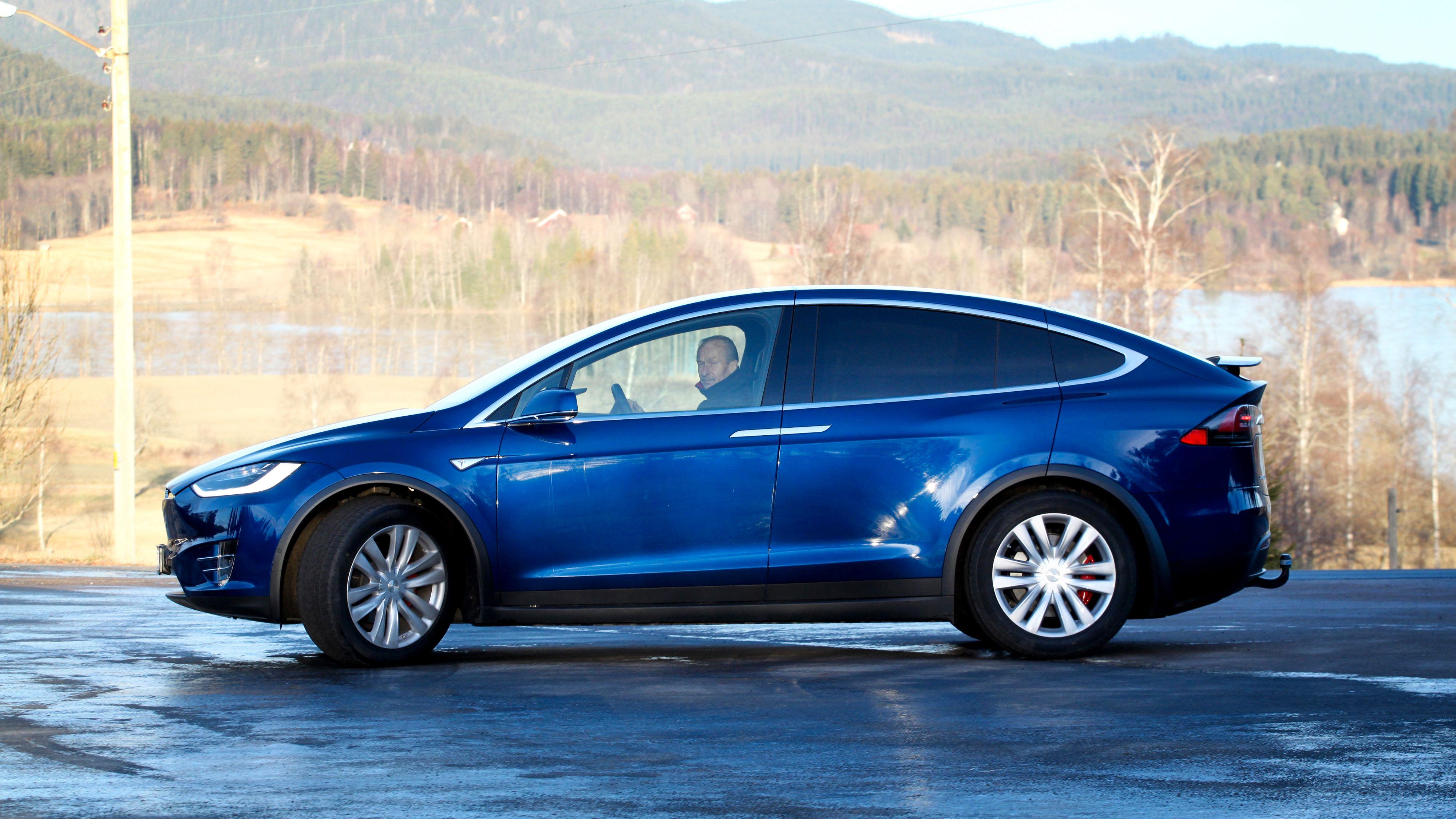 Teslas Autopilot får god score på funksjonalitet og ytelse, men er dårlig på å holde føreren engasjert, ifølge Consumer Reports.