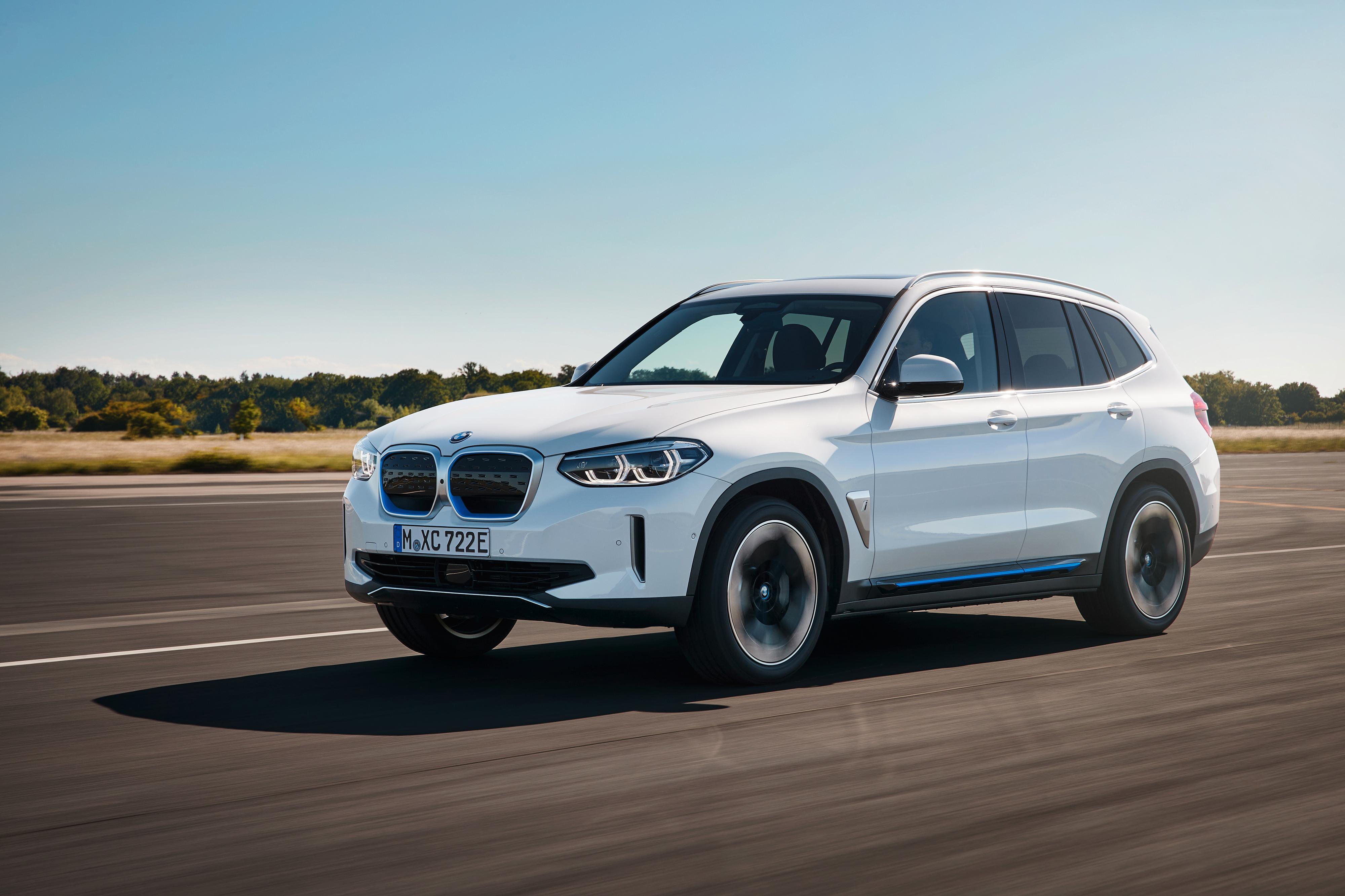 Produksjonsversjonen av BMW iX3 er klar.