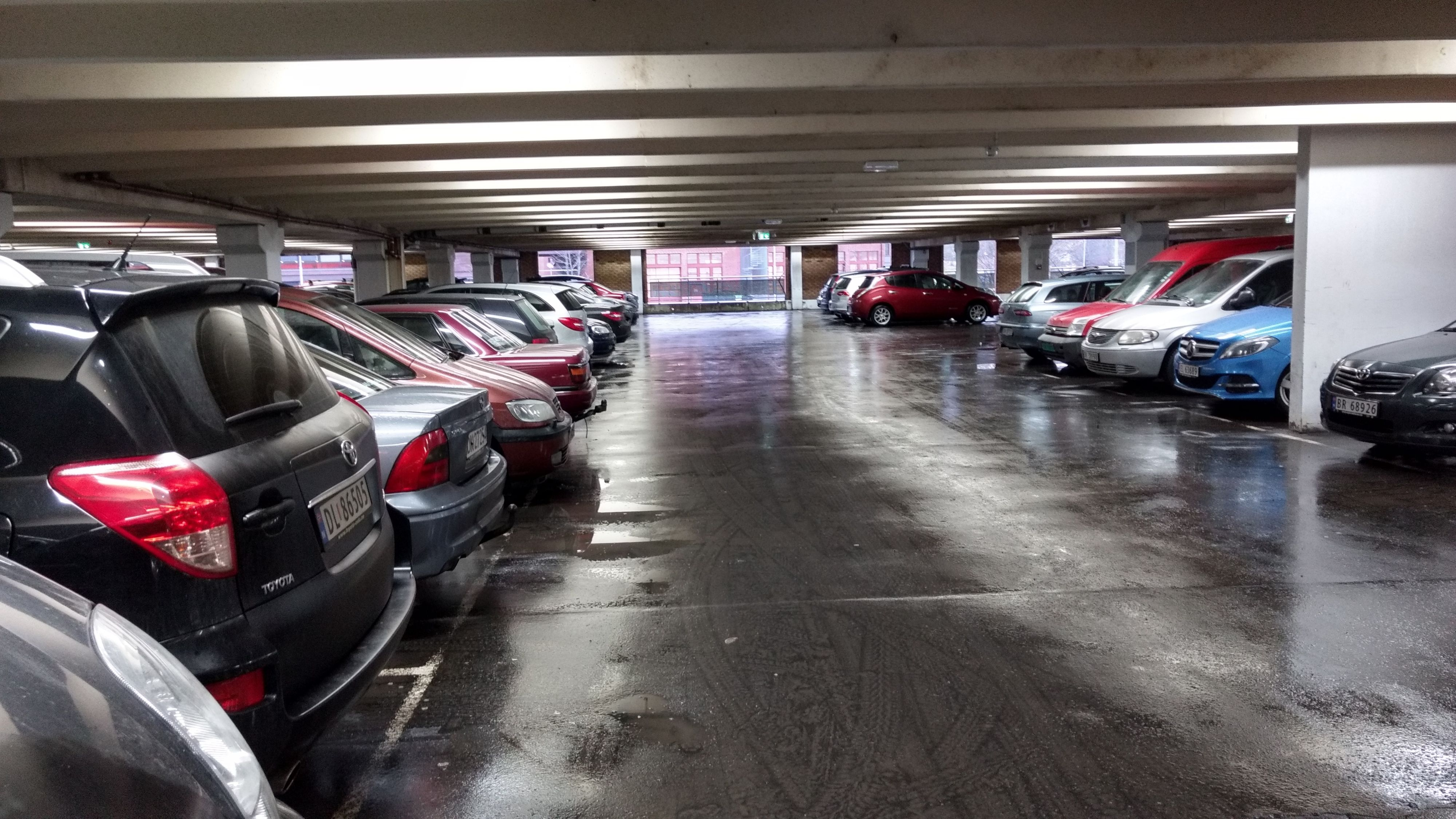 Moto Z Play innendørs, parkeringshus