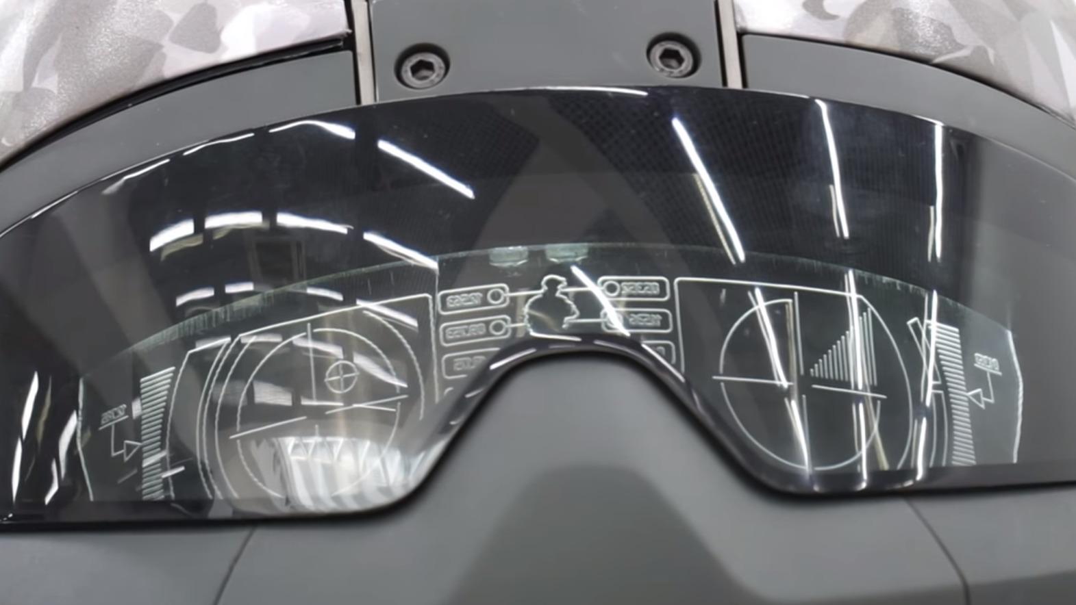 Hjelmene kan tilsynelatende vise digital informasjon på innsiden.