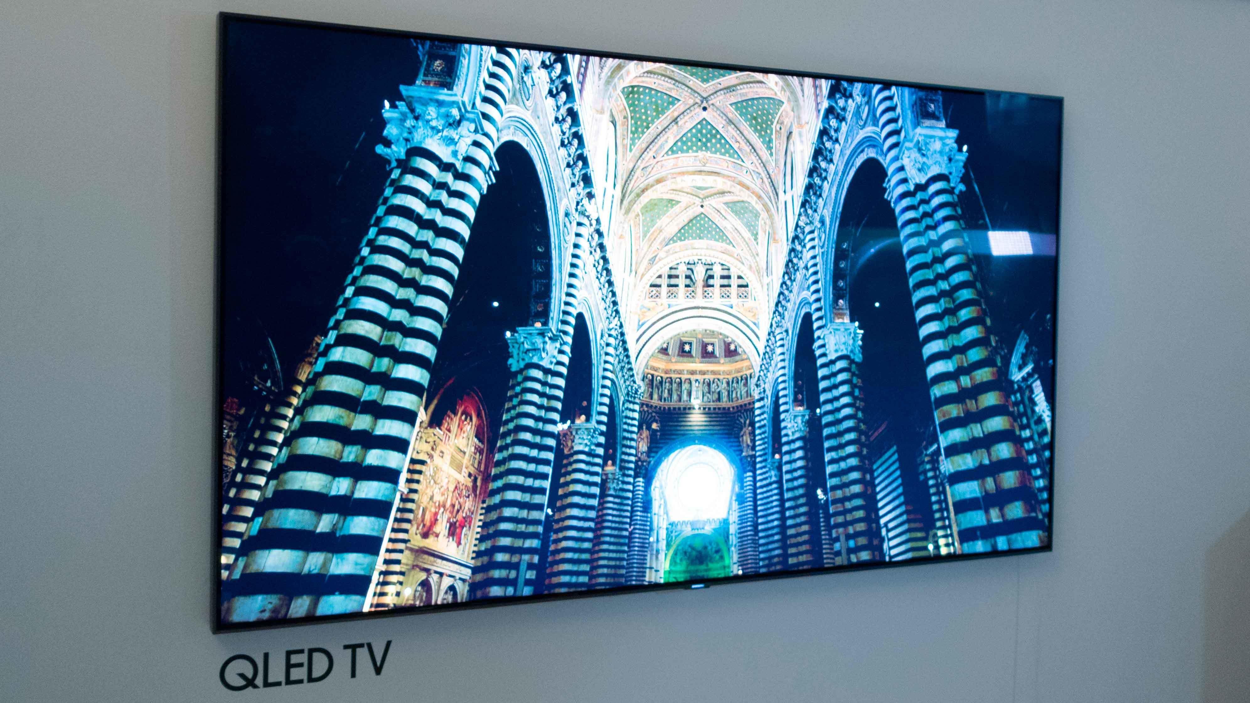 Samsung Q9 blir rett og enkel i designen.