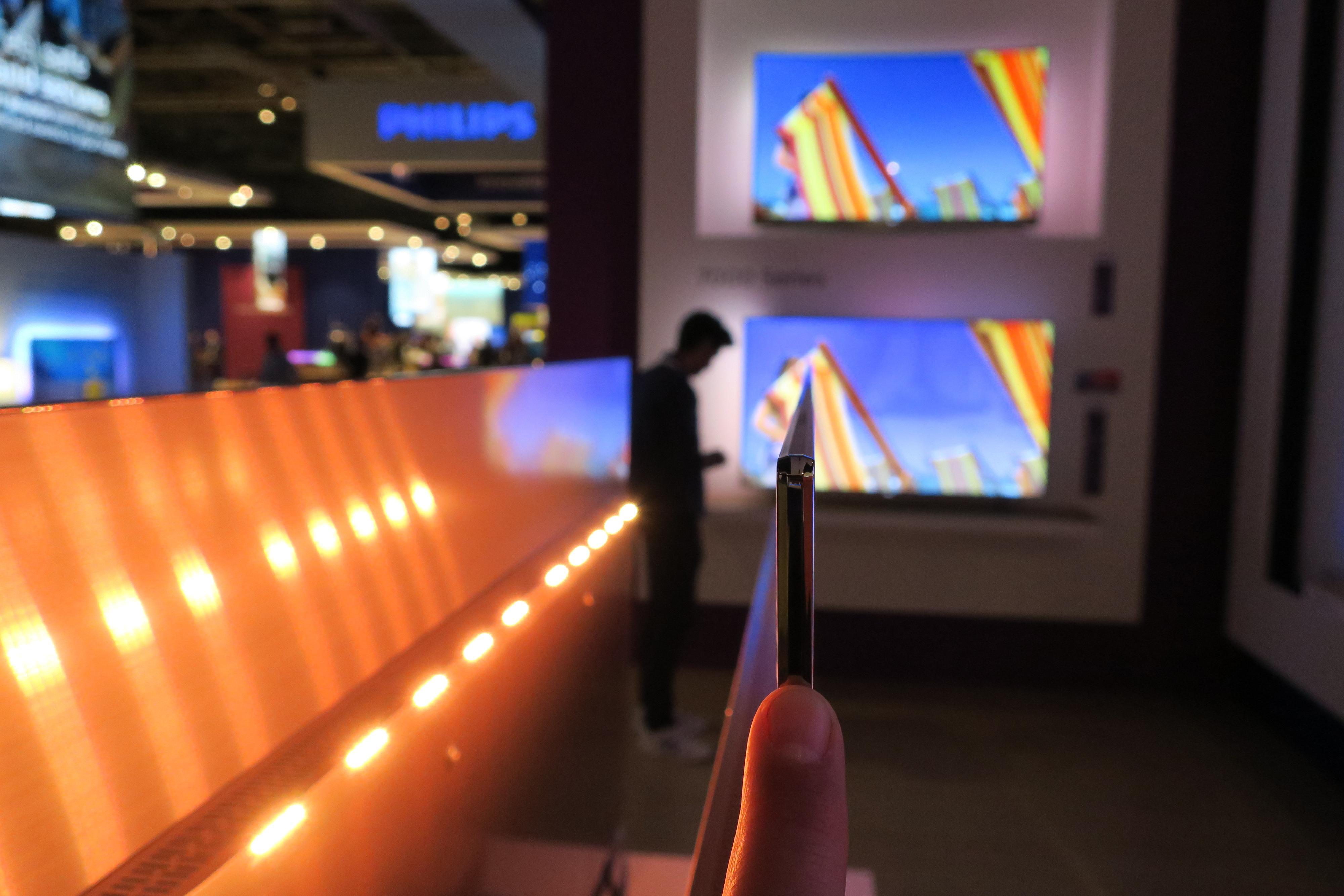 OLED-teknologien betyr en tynn TV. En halv finger bred sånn cirka.
