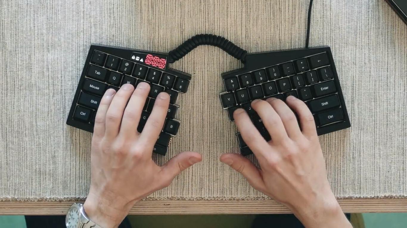 Dette mekaniske tastaturet kan «brekkes» i to