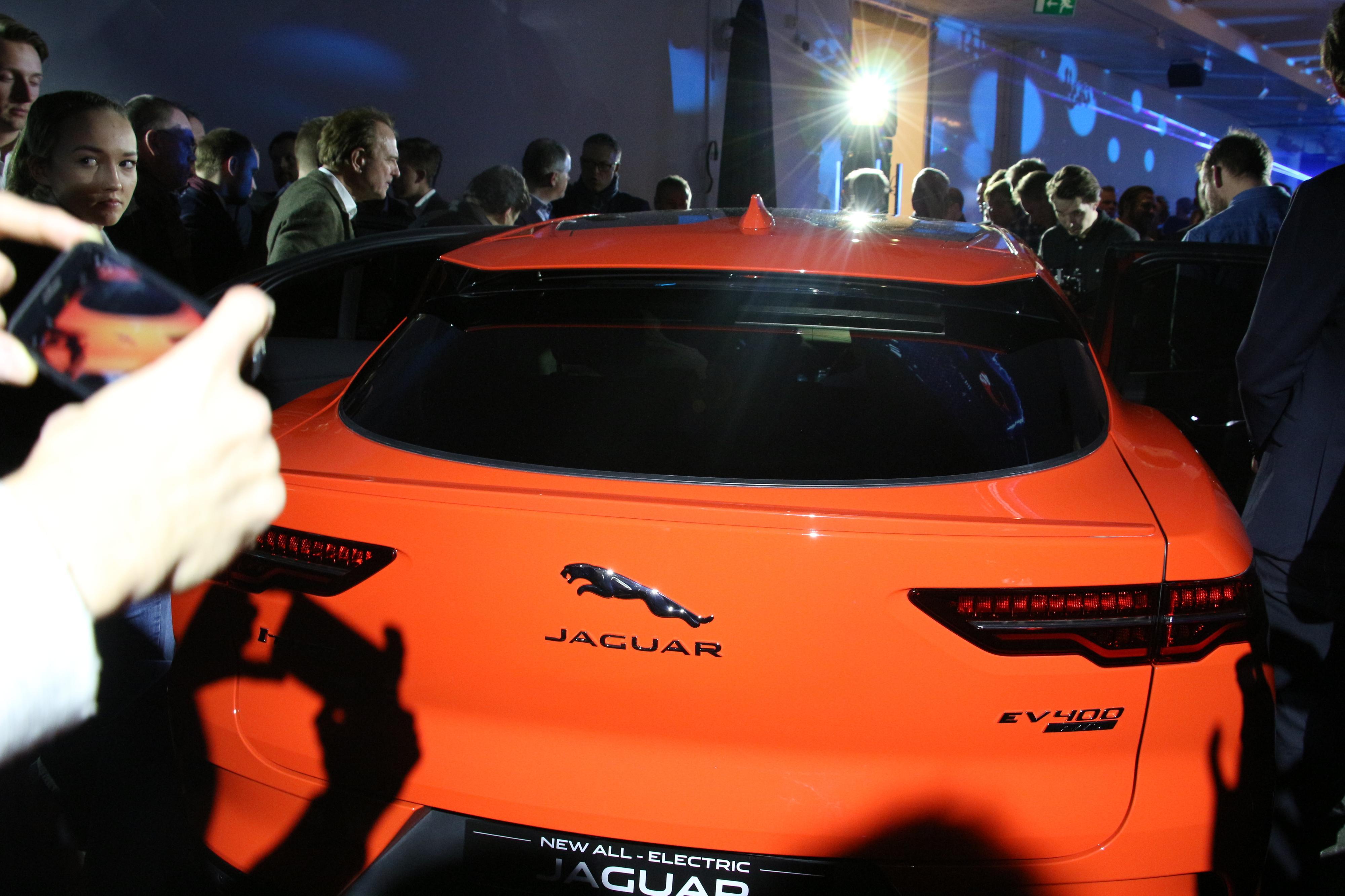 Jaguar i-Pace har ingen vindusvisker bak. Bilen skal være så aerodynamisk at det ikke skal være nødvendig. Bilde: Stein Jarle Olsen, Tek.no