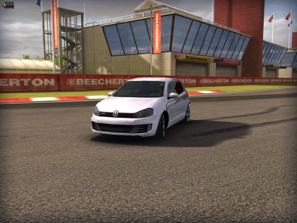 Kantutjevningen er merkbart bedre i Real Racing 2 på iPad 2.