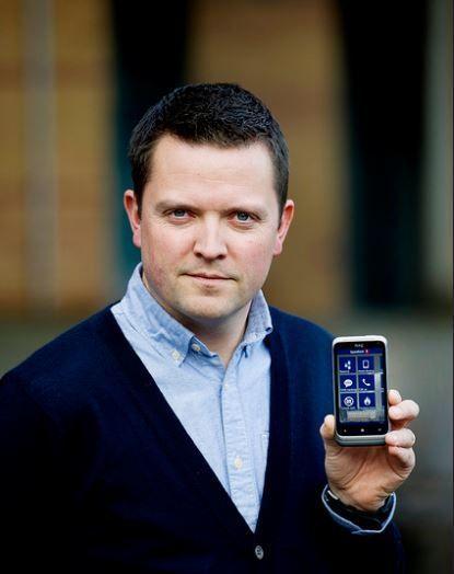 Mobilbanksjef Baard Slaattelid, SpareBank 1-alliansen forteller at flertallet av de som bruker nettbanken deres gjør det fra mobilen.Foto: Jan Inge Haga for Sparebank1