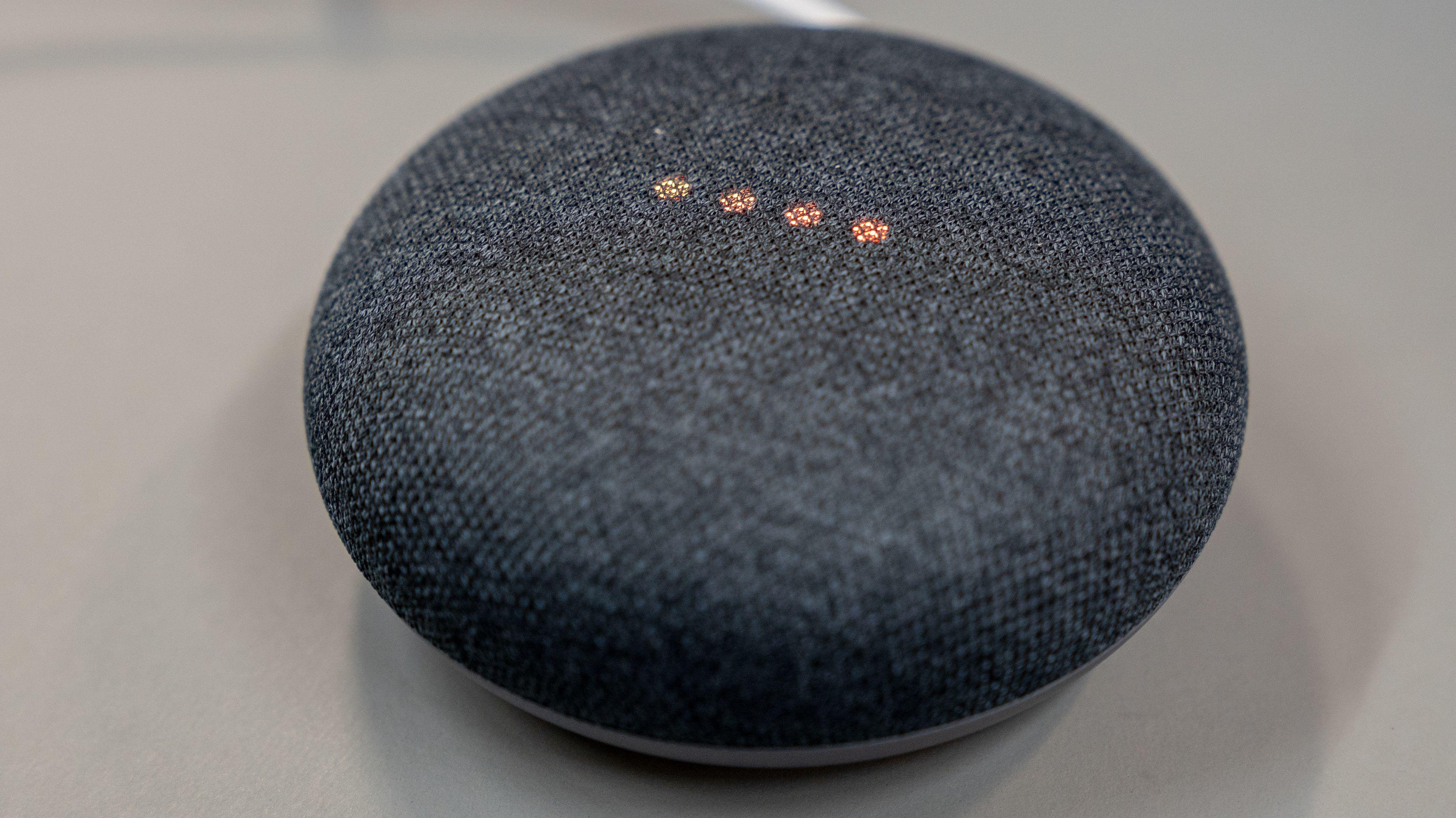 Sonos-produktene skal fungere fint sammen med Googles og Nests smarthøyttalere i samme hjem og nettverk. Her en Google Nest Mini, en av de rimeligste smarthøyttalerne du kan kjøpe.