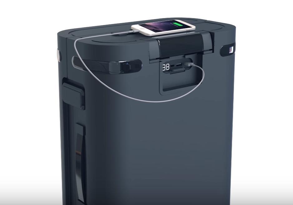 Kofferten har blant annet innebygget batteri som kan brukes til å lade mobilen eller PC-en.