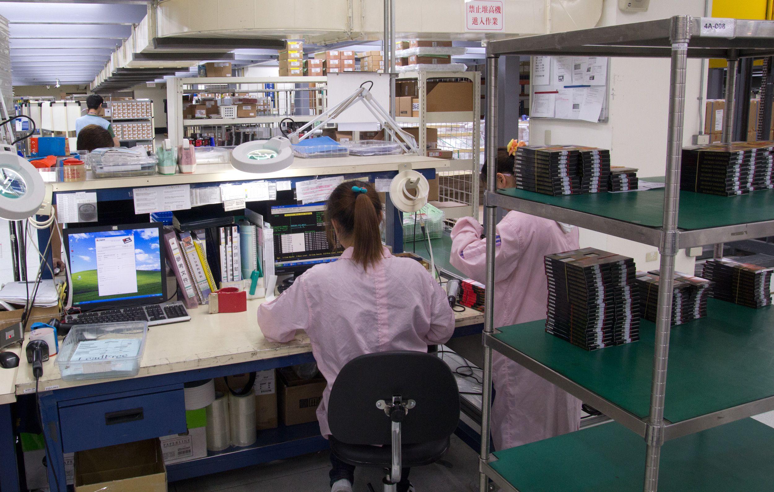 Produksjonen loggføres, og litt papirarbeid hører med.Foto: Rolf B. Wegner, Hardware.no
