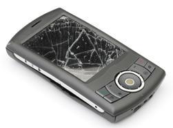 Fall og støt kan ødelegge mobilen din. (Foto: Istockphoto/Antonio Guariglia)