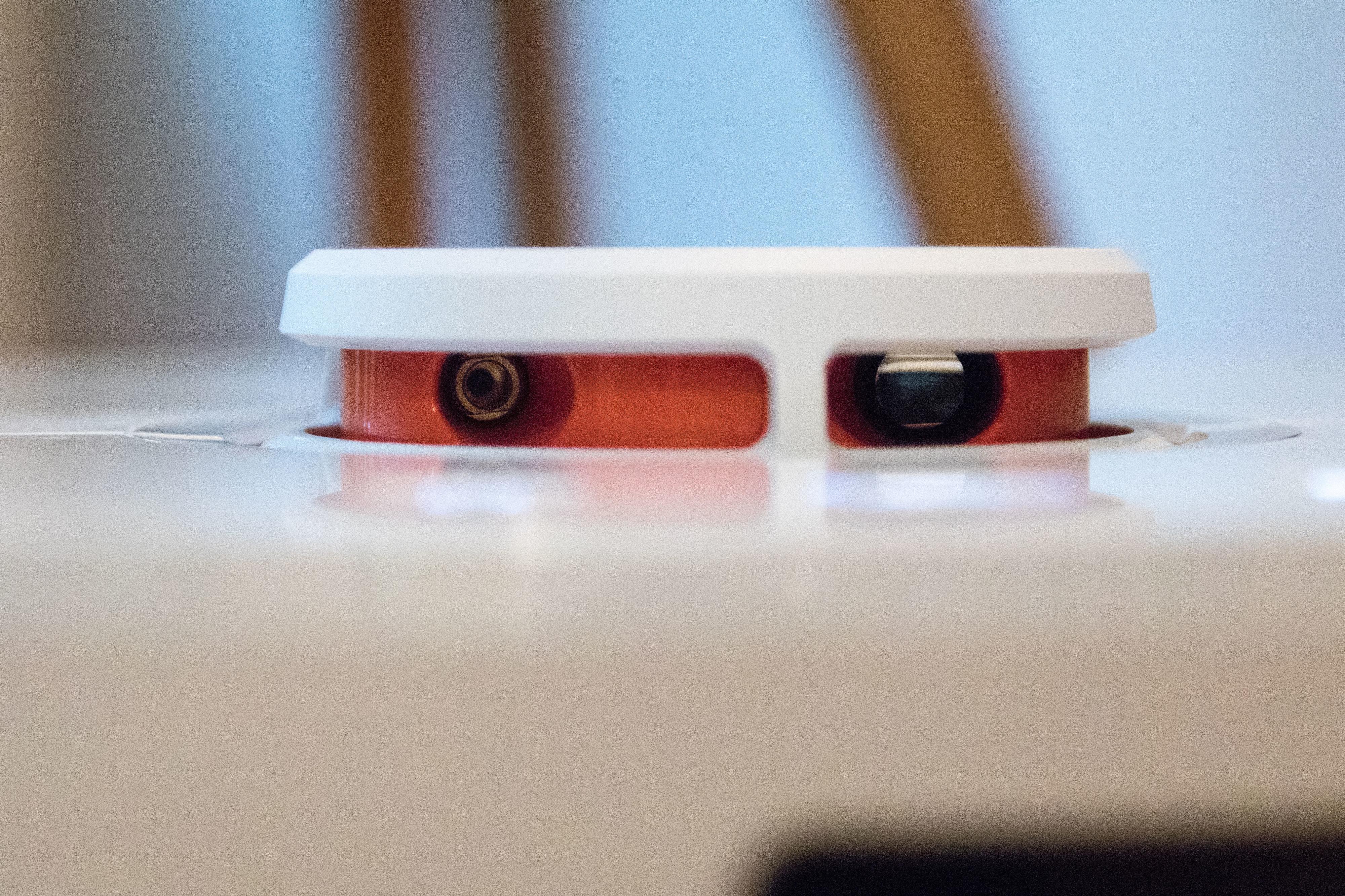 Roboten kan fortsatt se i 360 grader rundt seg takket være Lidaren på toppen.