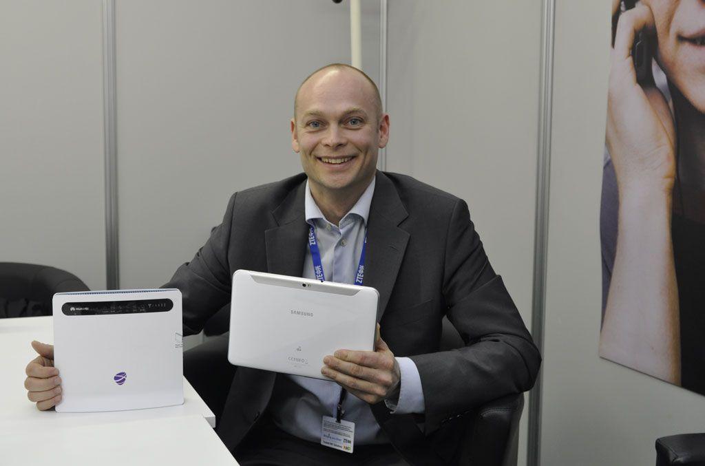 Teknisk sjef Roy Ove Nilsen i NetCom viste frem de nye produktene på MWC.