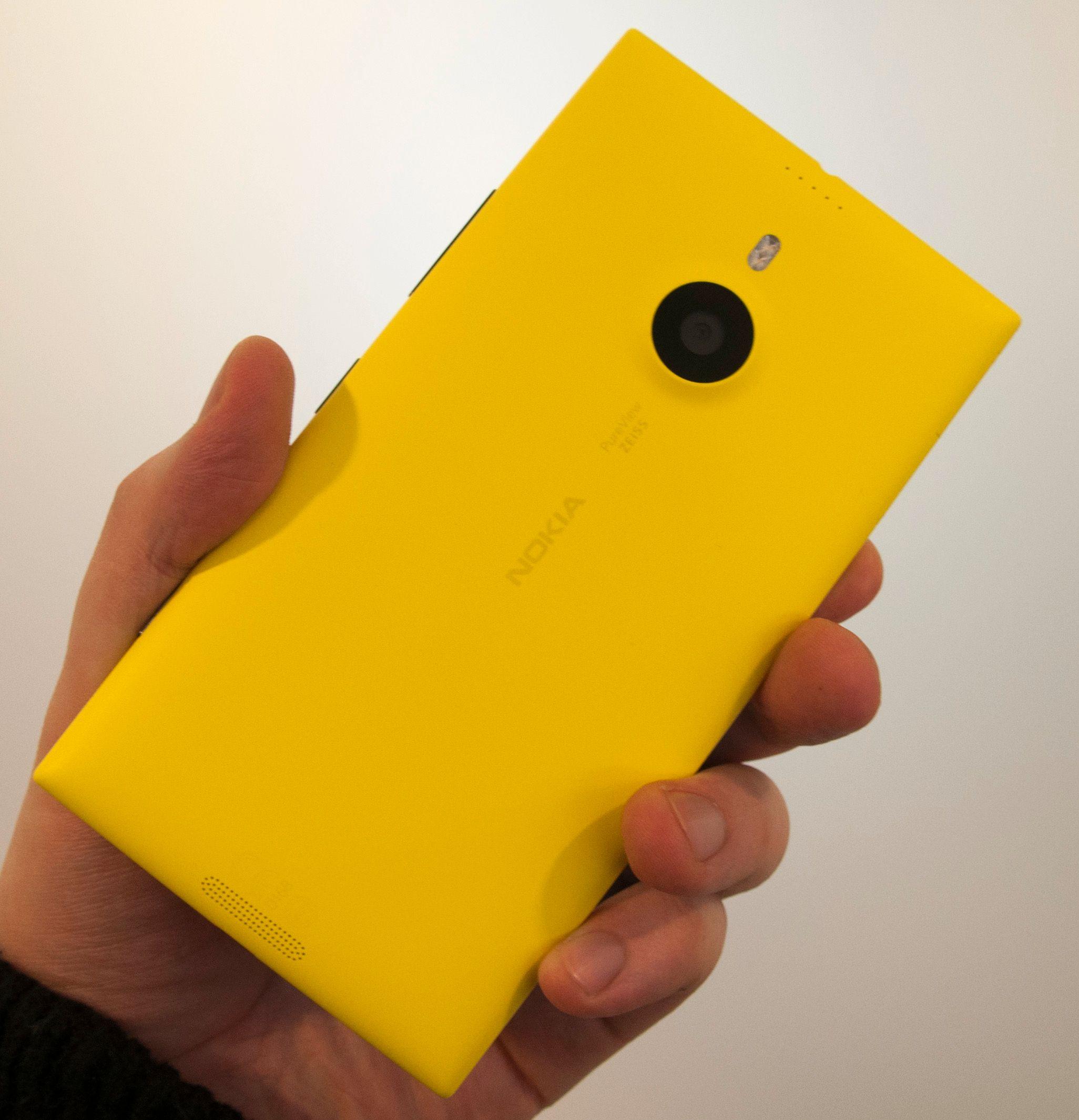 Baksiden av Lumia 1520 prydes av det som sannsynligvis er det beste kameraet i noen brettmobil.Foto: Finn Jarle Kvalheim, Amobil.no