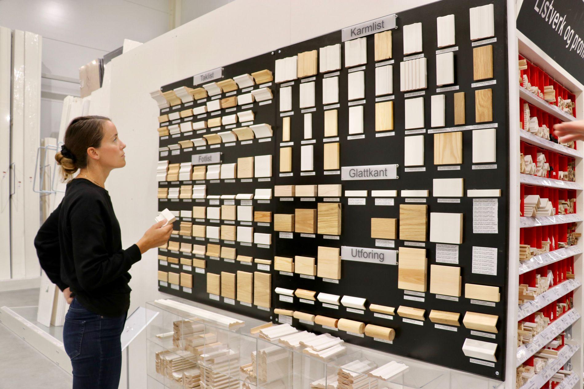 Kundene får god oversikt over hele sortimentet av lister og kan ta med seg vareprøver hjem for å teste hvilke som passer best.