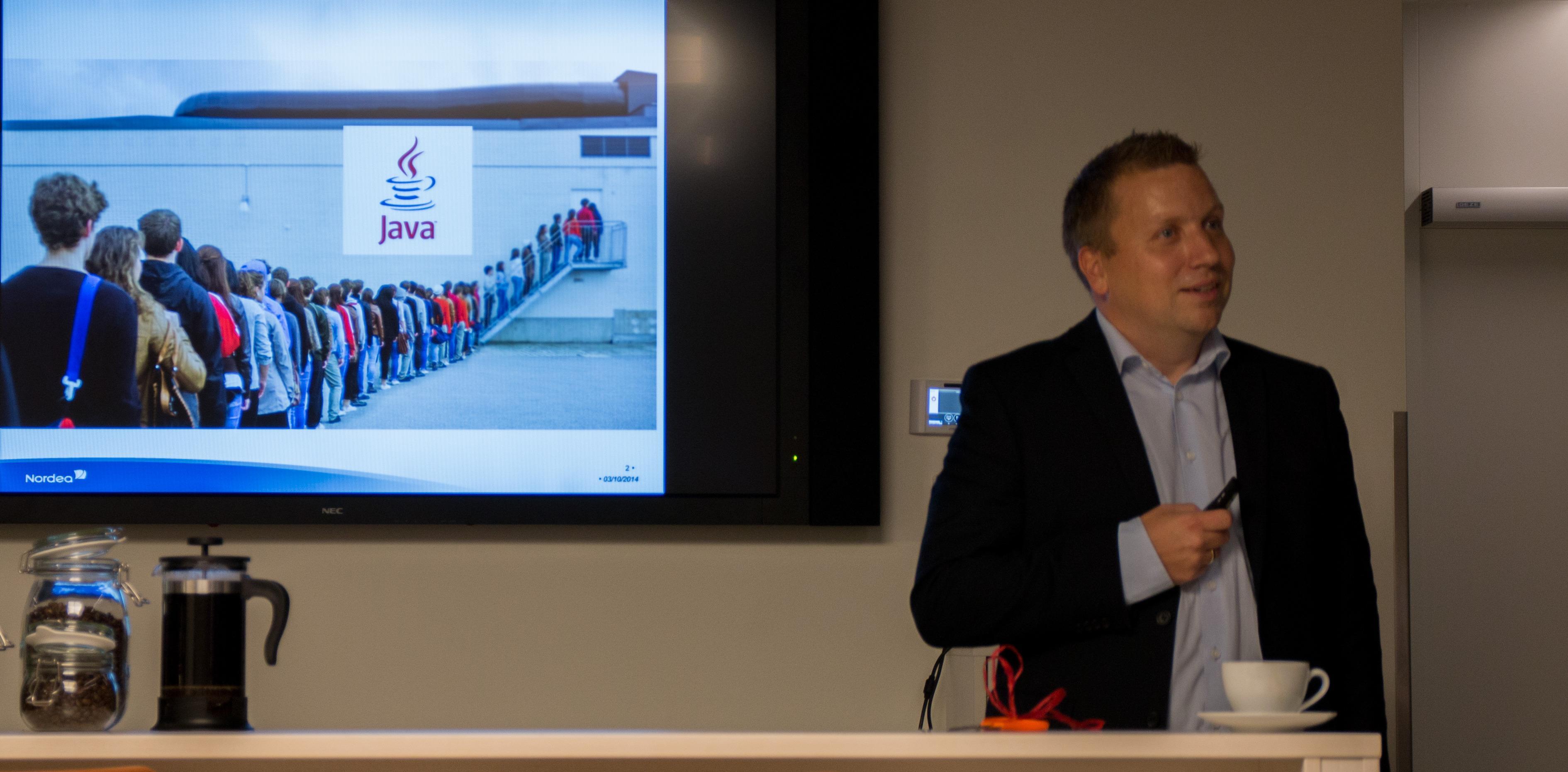 Øistein Sandlie, leder av Nordeas kundesenter, kunne fortele om på-hodet-tilstander hver gang det kom en Java-oppdatering. Det blir det slutt på nå.Foto: Anders Brattensborg Smedsrud, Tek.no