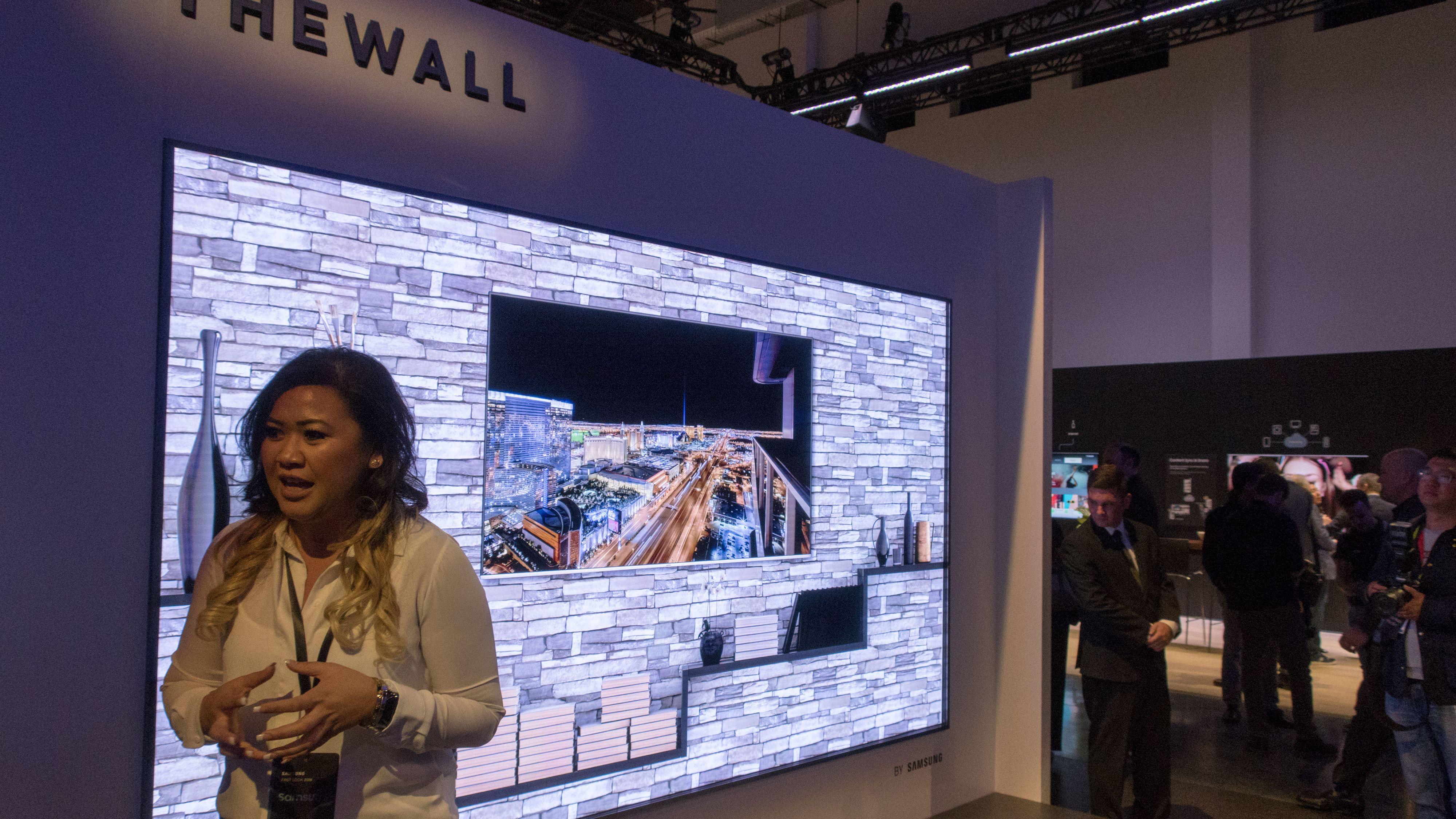 The Wall er navnet på Samsungs første MIcroLED-TV, og konfigurasjonen vi fikk se målte hele 146 tommer i størrelse. Bilde: Ole Henrik Johansen / Tek.no