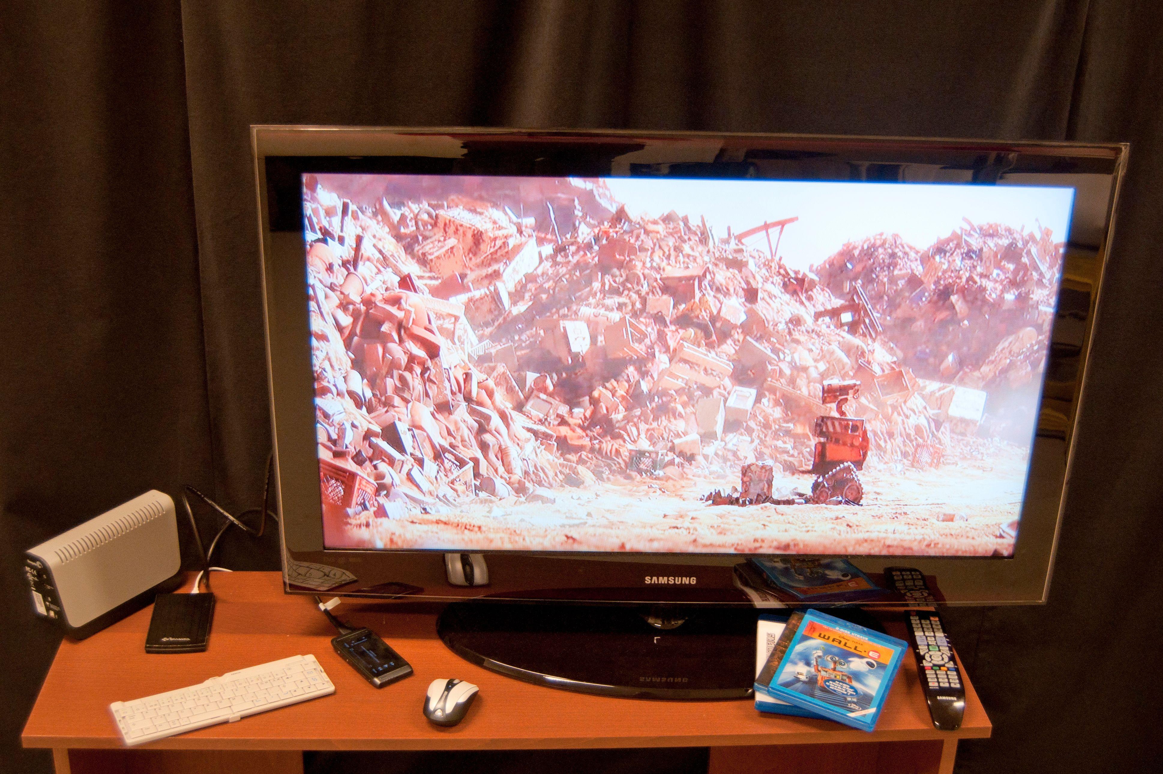 Med trådløst tastatur eller mus kan N8 stå for filmkvelden, mens man har full kontroll fra sofakroken. Eksterne harddisker kan også brukes, men disse må ha egen strømforsyning.