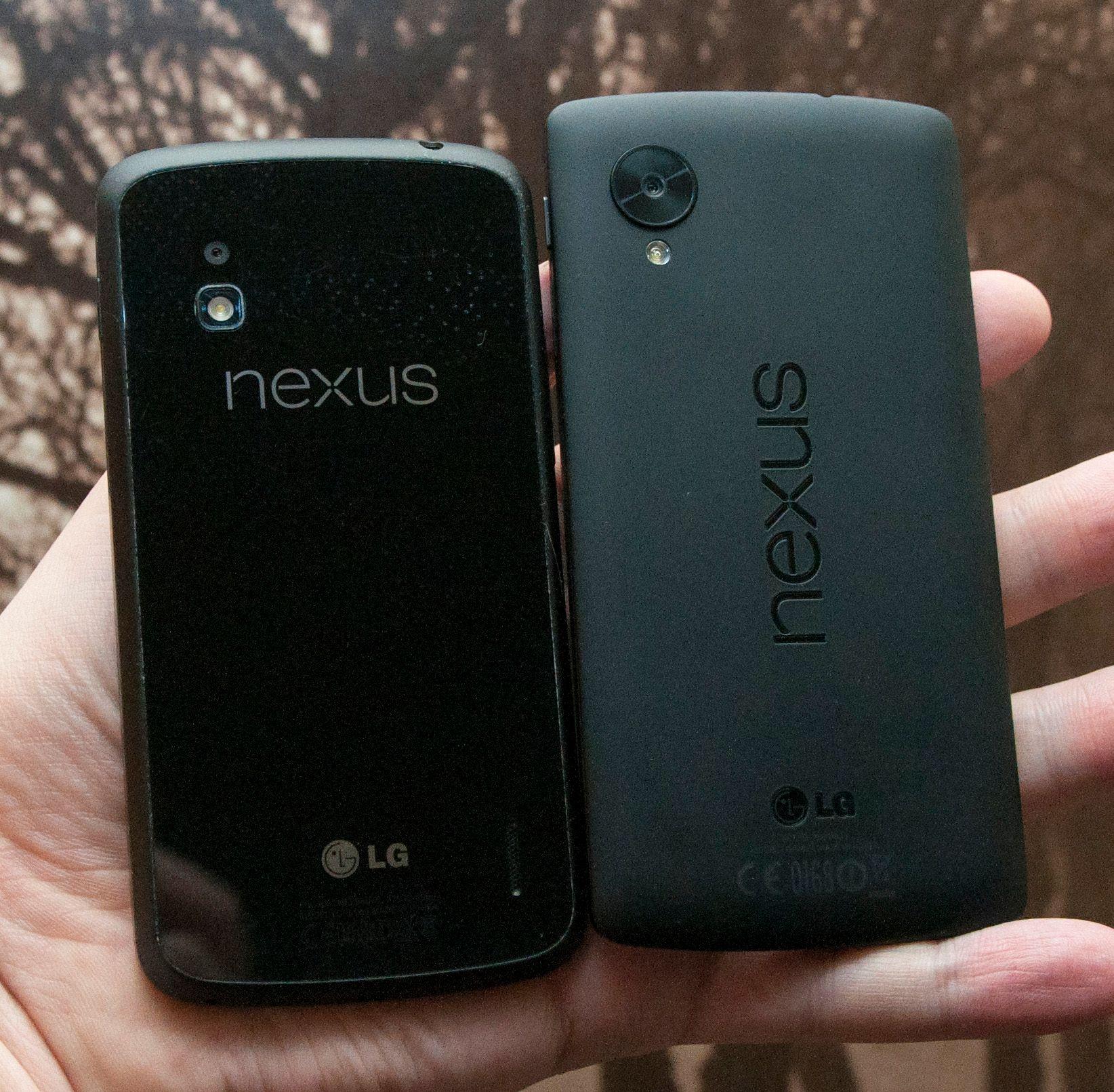 Baksiden på Nexus 5 er i plast. Det gjør den hakket mindre knuselig enn Nexus 4, som har bakside i glass.Foto: Finn Jarle Kvalheim, Amobil.no
