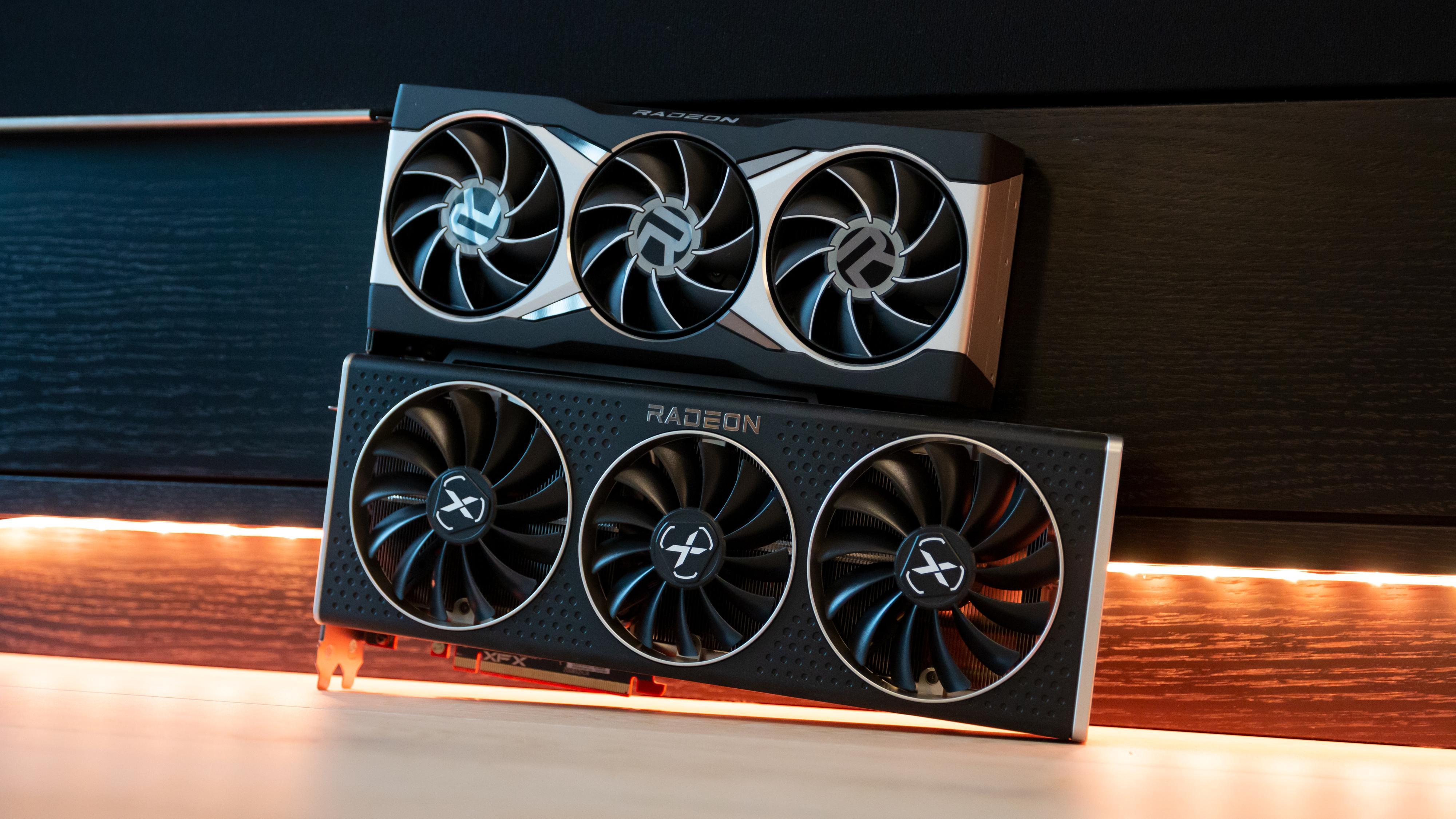 XFX RX 6800 XT Speedster MERC 319 er større, kjøligere og råere enn AMDs referansedesign.