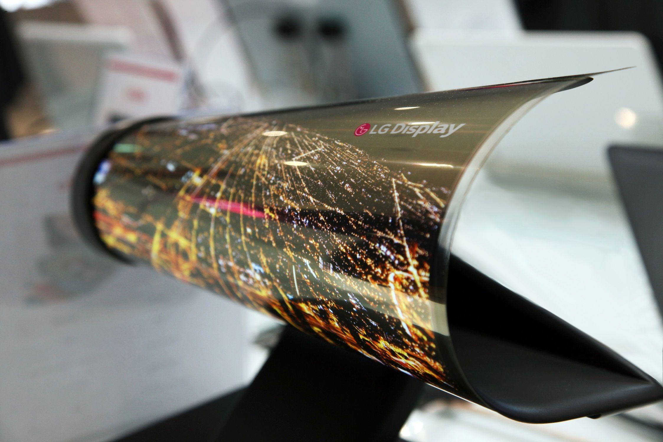LG har tidligere også vist frem denne rullbare OLED-skjermen på 18 tommer, som nok er mer forbrukervennlig enn 77-tommeren.