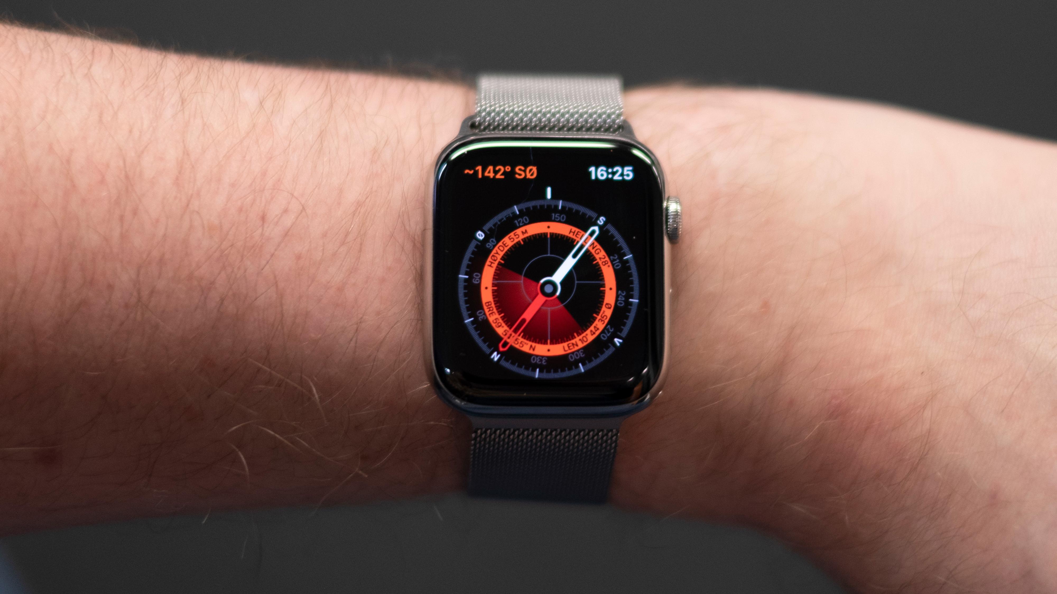 Kompasset kommer inn som en ny sensor i klokken, som før bare har hatt akselerometer og gyro. Det betyr at en rekke apper som er avhengig av å vite kompassretningen nå vil fungere bedre - så som navigasjonsløsninger.