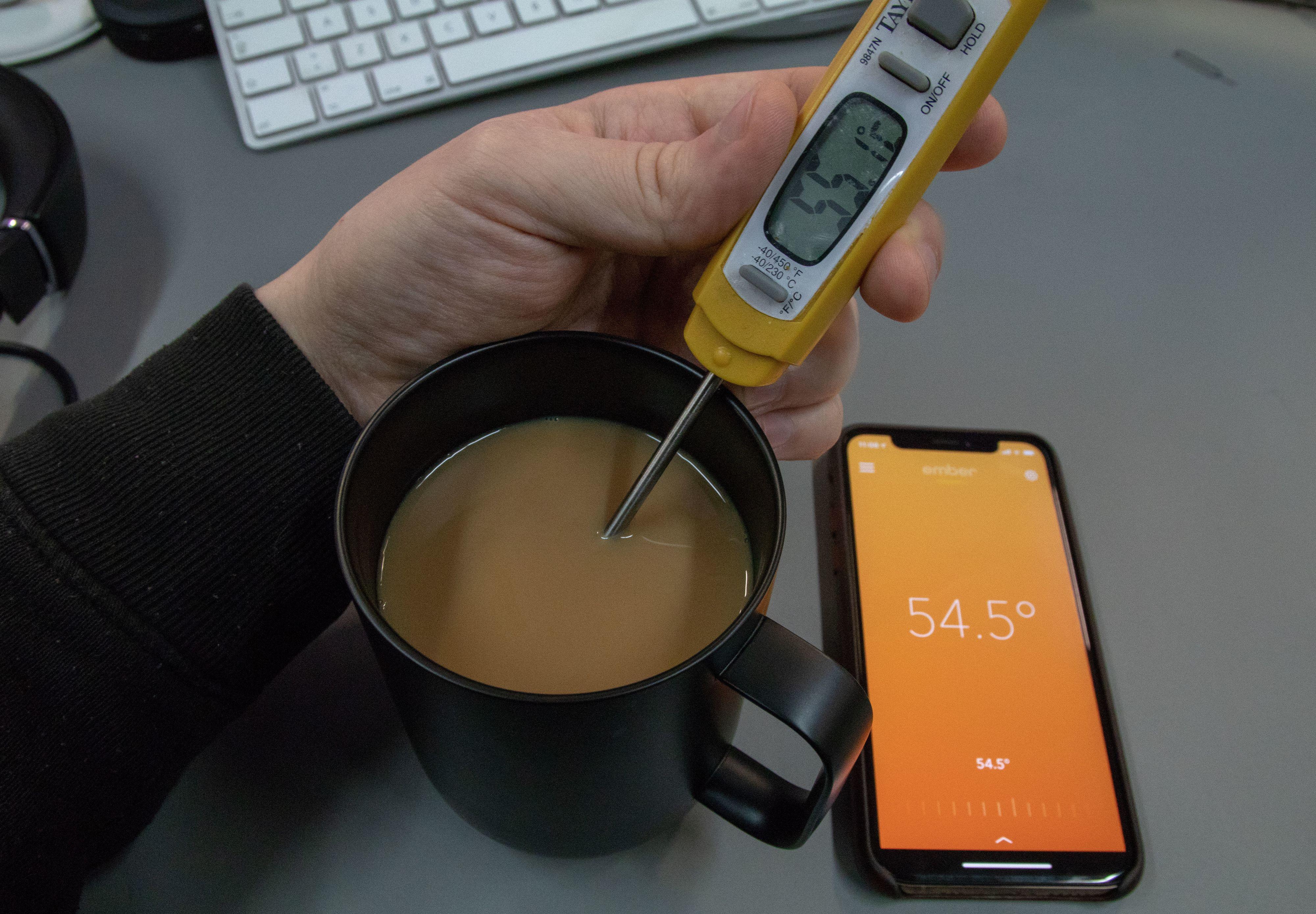 Ember-koppen holder kaffen på en jevn temperatur, men våre målinger viser at drikken stort sett er litt varmere enn angitt.