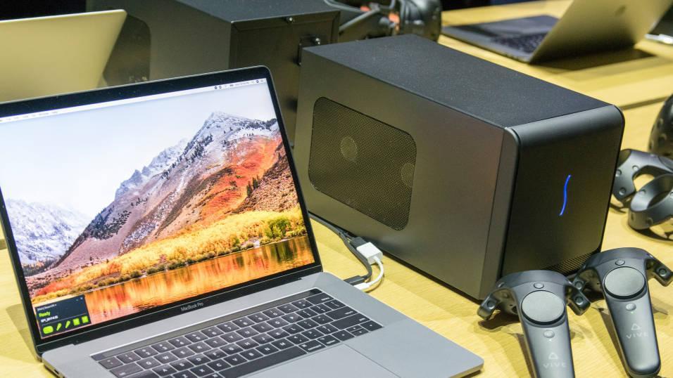 Slik ser en av Apples eksterne grafikkakselerator ut. Akkurat denne leveres med et Radeon RX 580 inni, men også andre grafikkort vil støttes. Grafikkakseleratorer gir mange Mac-er mulighet til å vise VR-innhold med HTC Vive-briller.