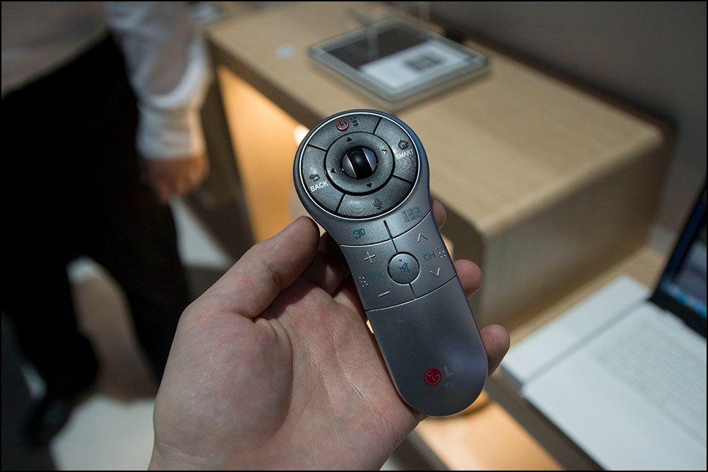 LG har sentrert alt av knapper du kan trenge rundt tommelområdet. .Foto: Niklas Plikk, hardware.no