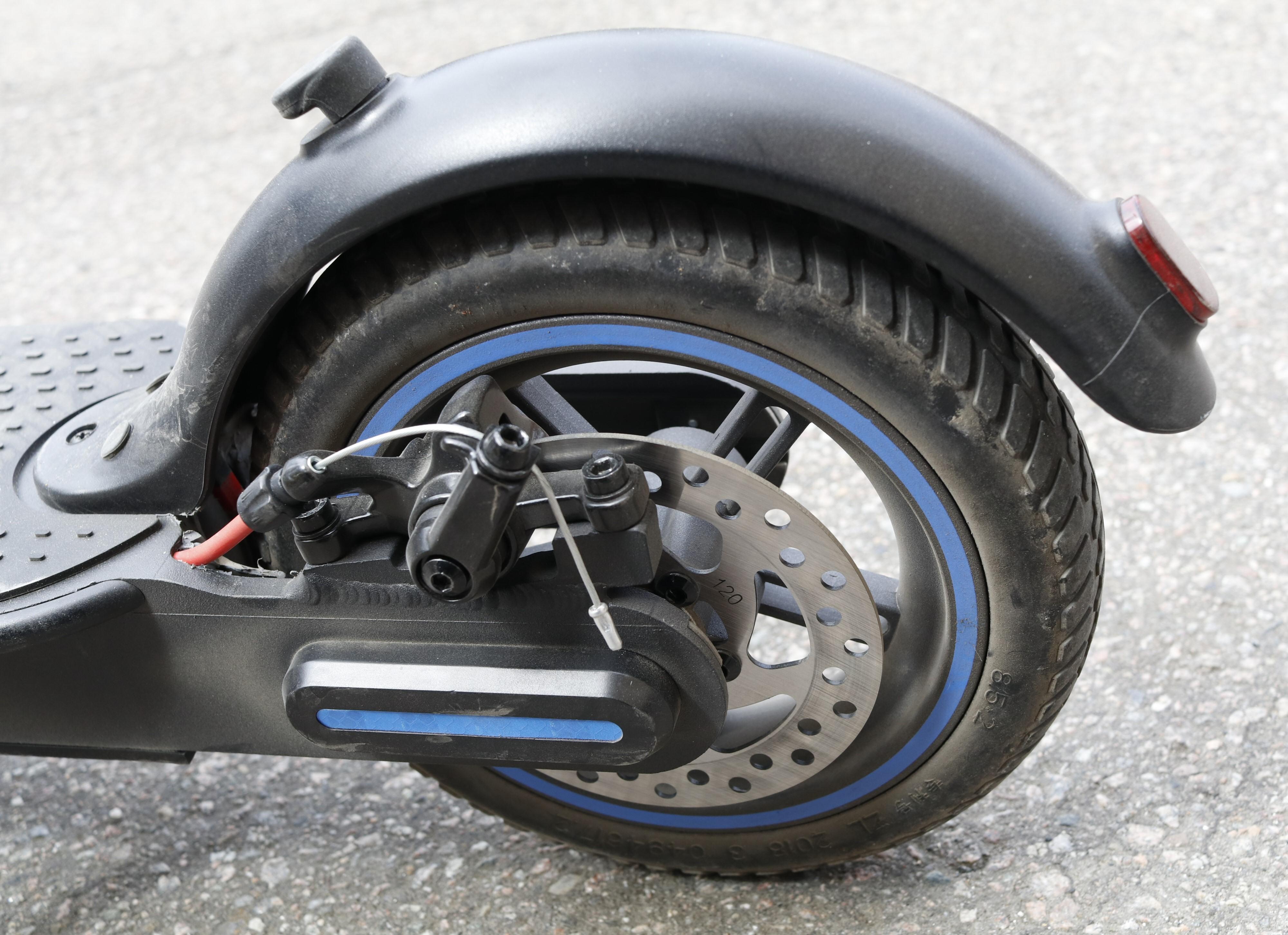 Både E-350 og E-500 har generelt gode bremser. Dekkene er punkteringsfrie med innvendige hulrom som gjør at de også demper en del.